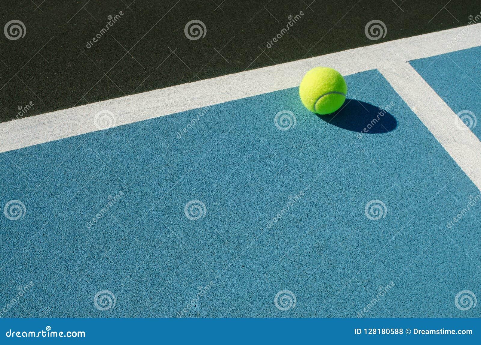 Υπόλοιπα σφαιρών αντισφαίρισης στο μπλε γήπεδο αντισφαίρισης