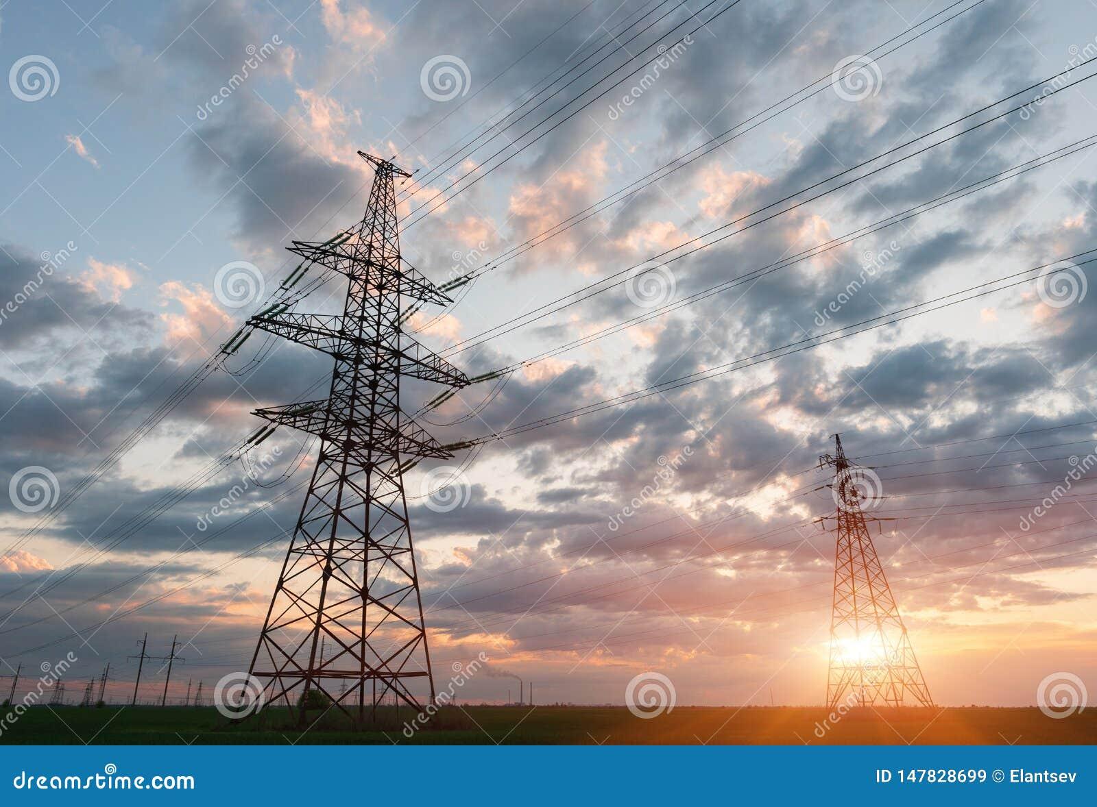 Υψηλής τάσεως ηλεκτροφόρα καλώδια Σταθμός διανομής ηλεκτρικής ενέργειας ηλεκτρικός πύργος μετάδοσης υψηλής τάσης Διανομή ηλεκτρικ