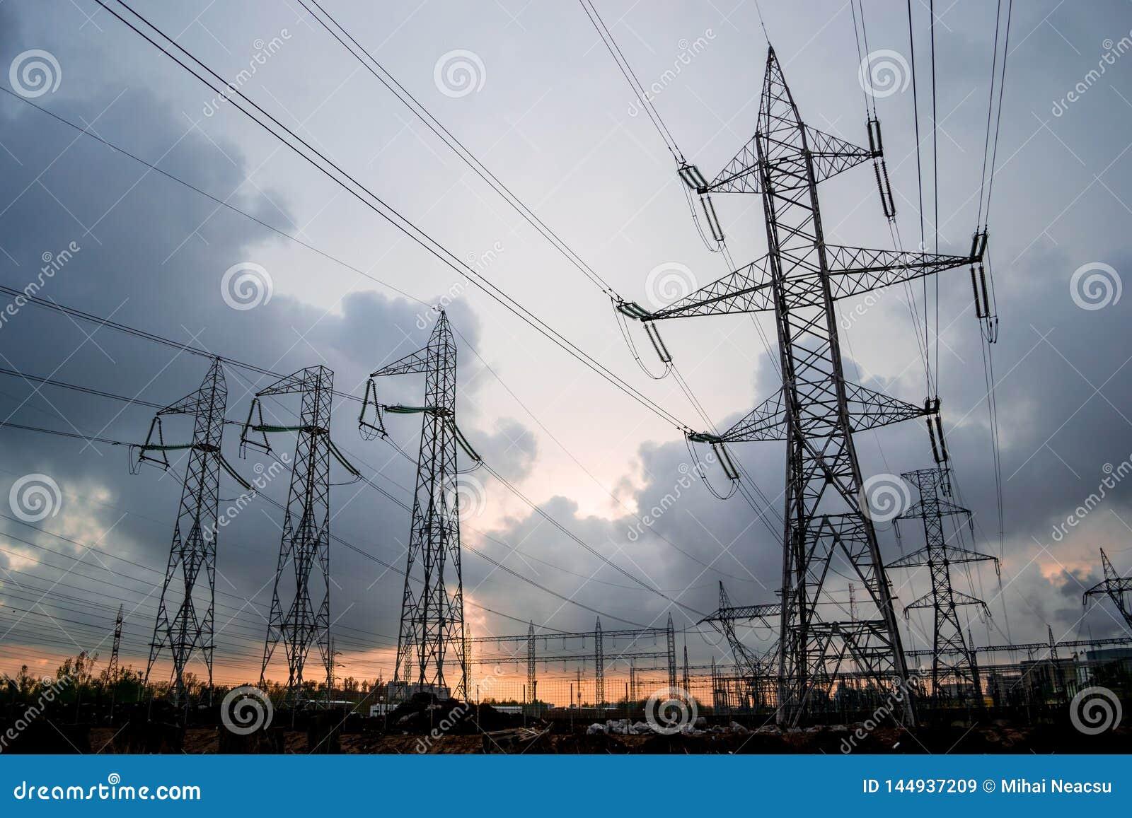 Υψηλής τάσεως πλέγμα ηλεκτρικής ενέργειας των ηλεκτροφόρων καλωδίων,