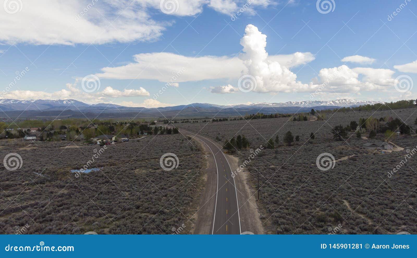 Υψηλή έρημος πριν από μια καταιγίδα