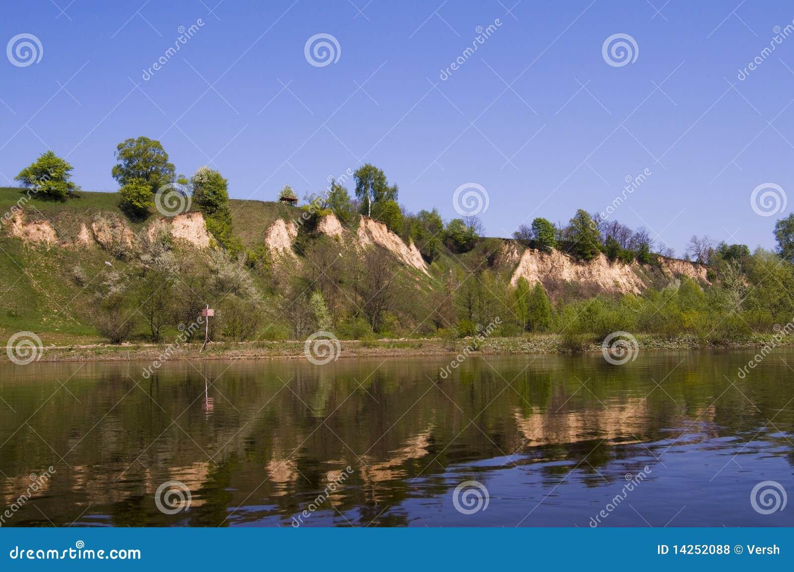 υψηλός ποταμός desna τραπεζών