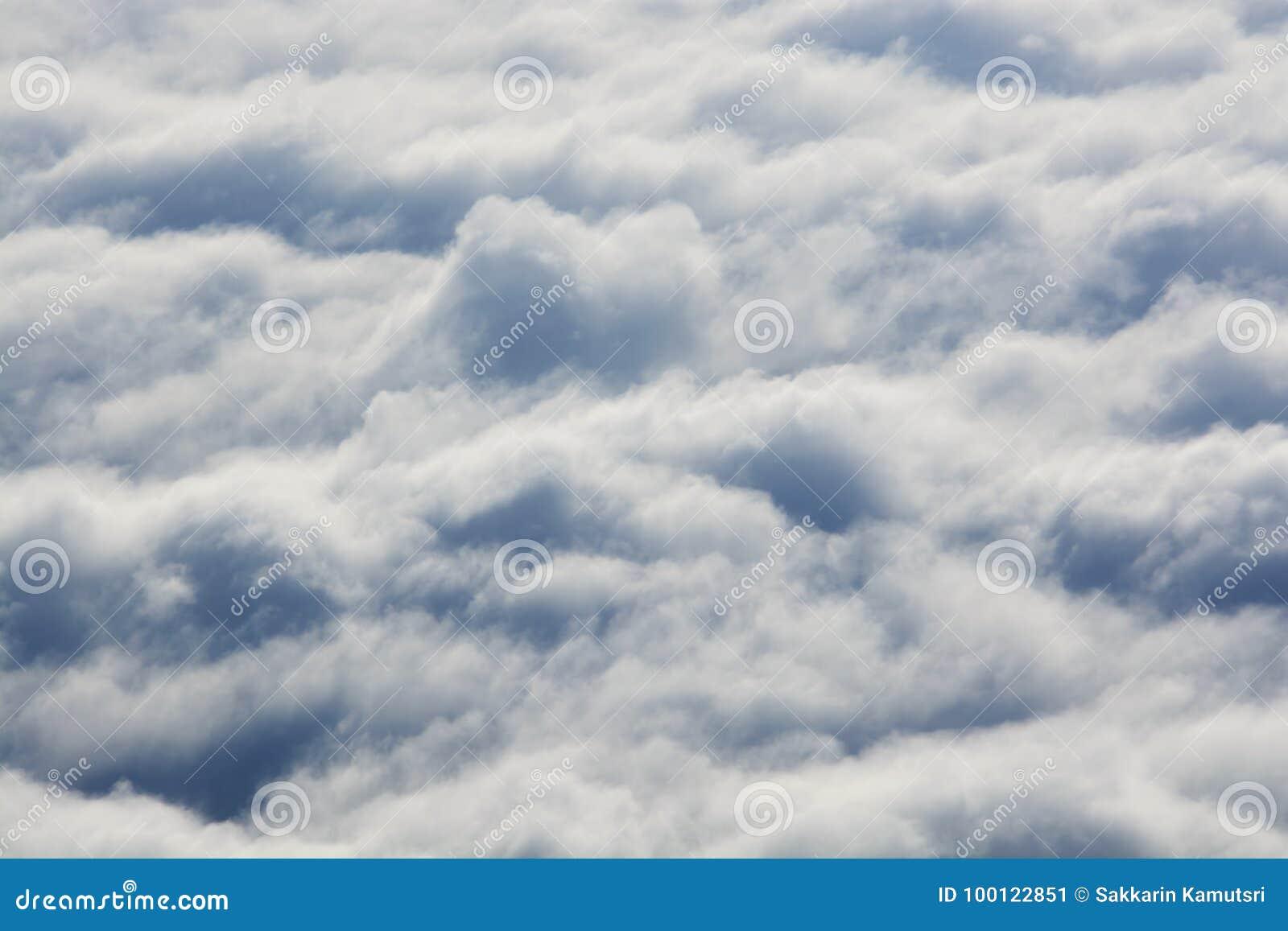 Υψηλότερος από τα σύννεφα επάνω από τα σύννεφα