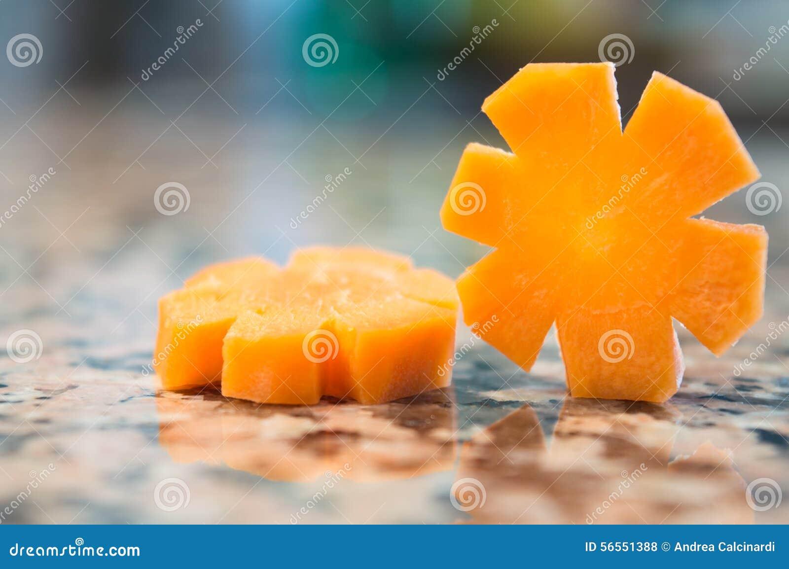 Download Φέτες καρότων που απομονώνονται σε έναν γρανίτη Στοκ Εικόνες - εικόνα από νόστιμος, φυτικός: 56551388