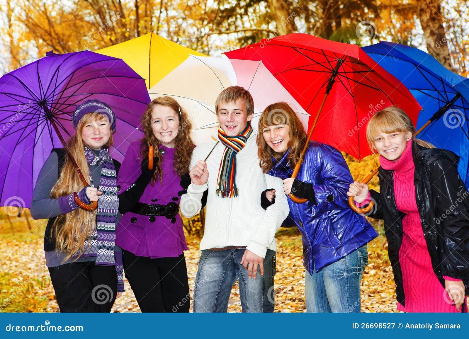 Φίλοι με τις ομπρέλες
