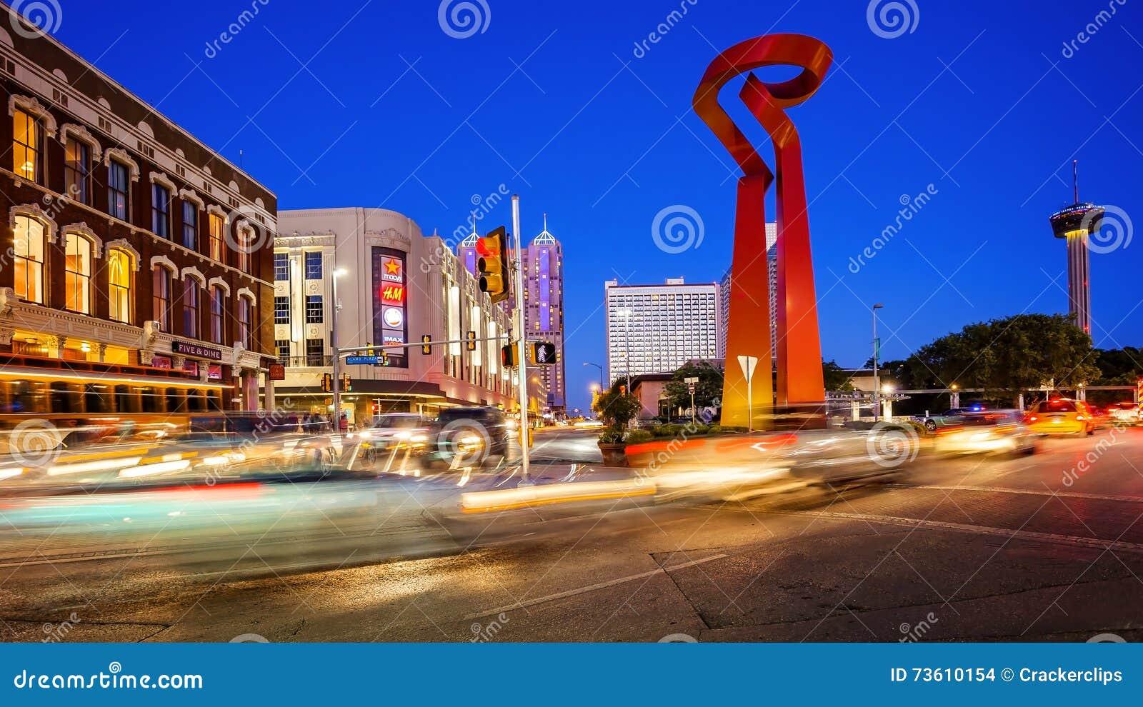 Φανός του γλυπτού φιλίας στο στο κέντρο της πόλης San Antonio, Τέξας