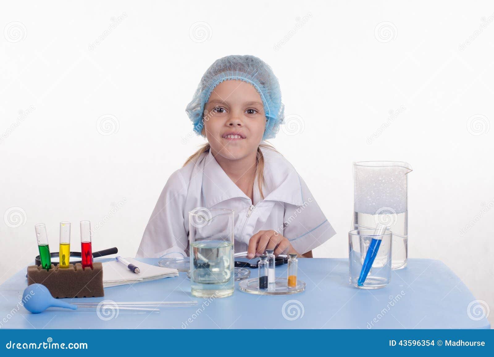 Φαρμακοποιός στην κατηγορία χημείας
