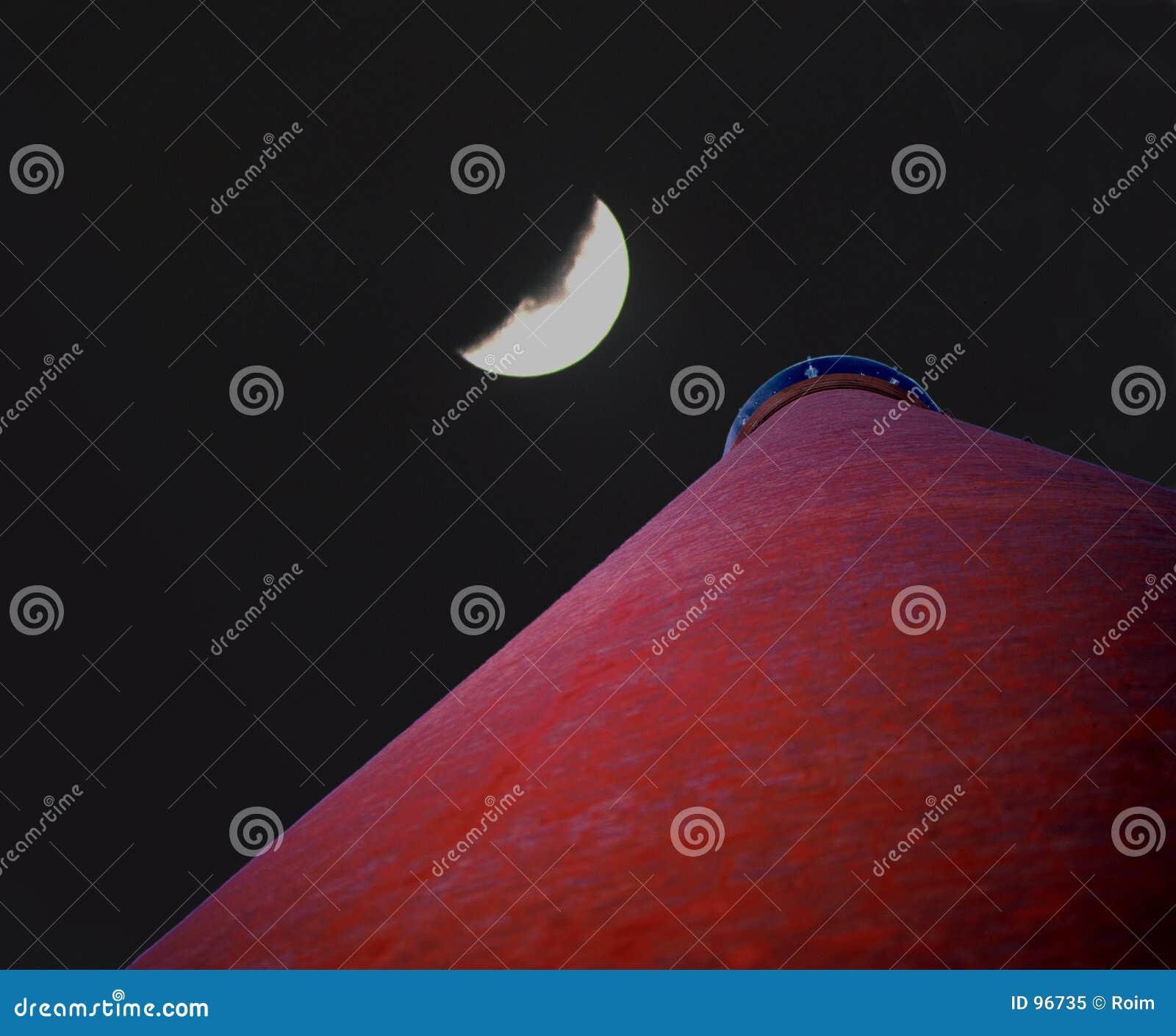 φεγγάρι πέρα από τη στέγη