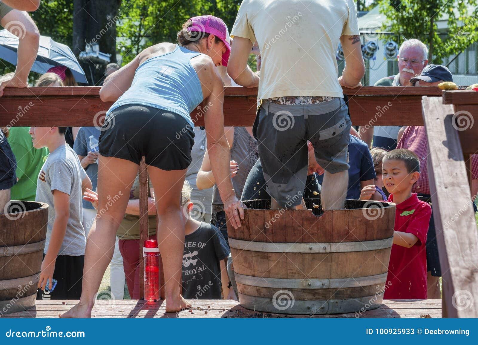 Φεστιβάλ συγκομιδών συντριβής κρασιού στο Carlton Όρεγκον