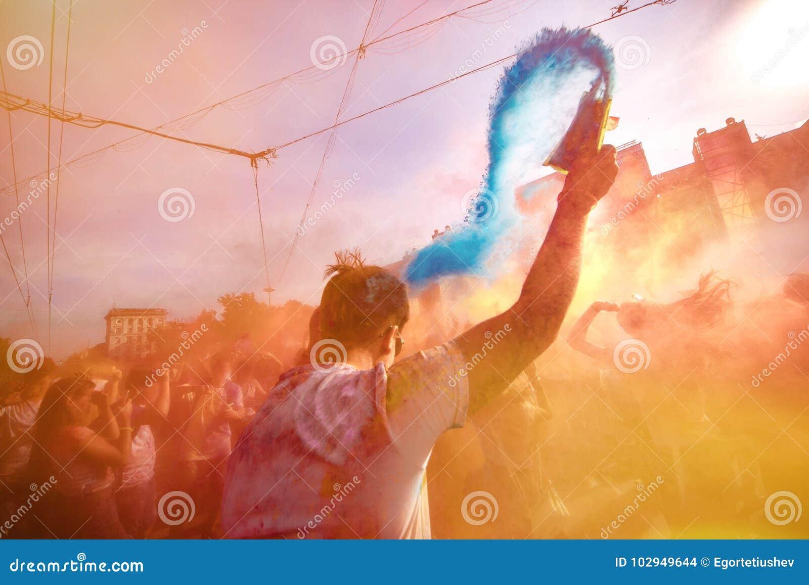 Φεστιβάλ χρώματος της Μολδαβίας Chisinau Δαρβίνος εορτασμού Holi στις 9 Σεπτεμβρίου 2017