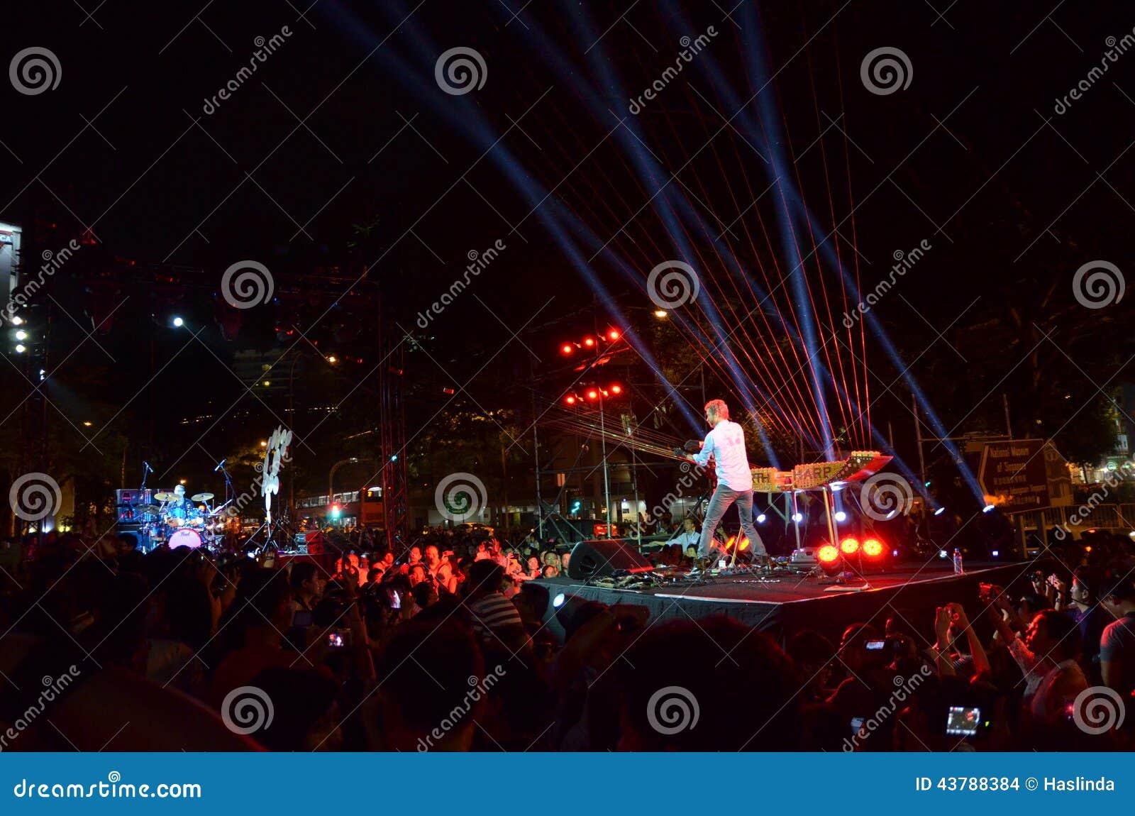 Φεστιβάλ 2014 νύχτας της Σιγκαπούρης με το William στενό