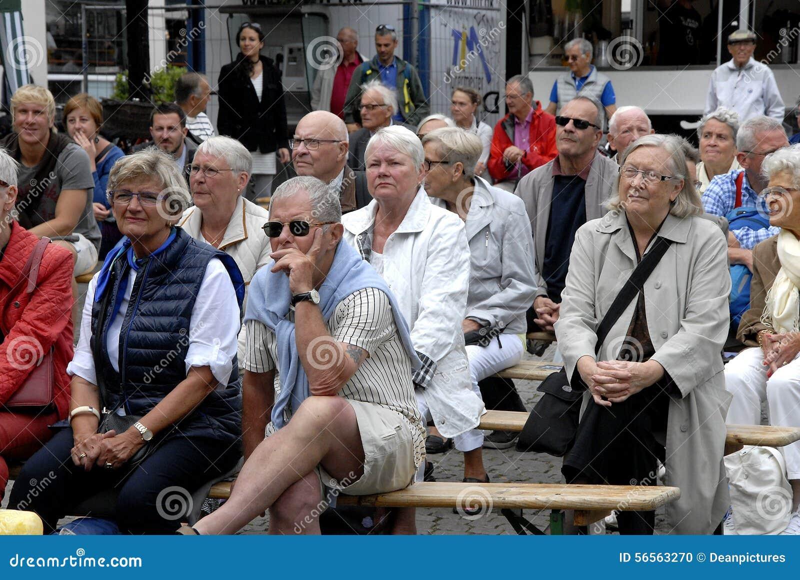 Download ΦΕΣΤΙΒΑΛ 2015 ΤΗΣ ΚΟΠΕΓΧΑΓΗΣ JAZZ Εκδοτική εικόνα - εικόνα από οικονομία, άνθρωποι: 56563270