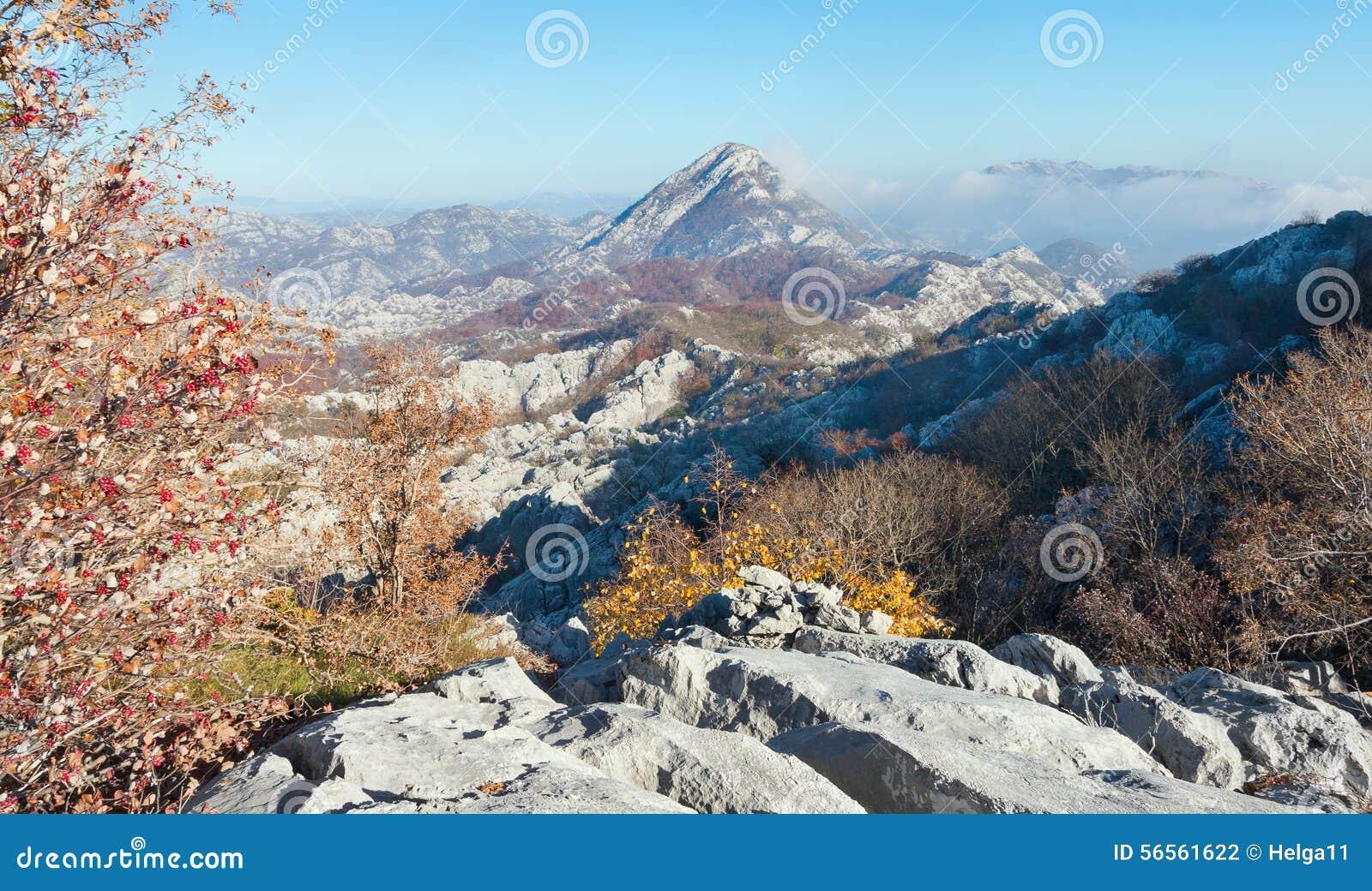 Download Φθινόπωρο στο Μαυροβούνιο στοκ εικόνες. εικόνα από τοπίο - 56561622