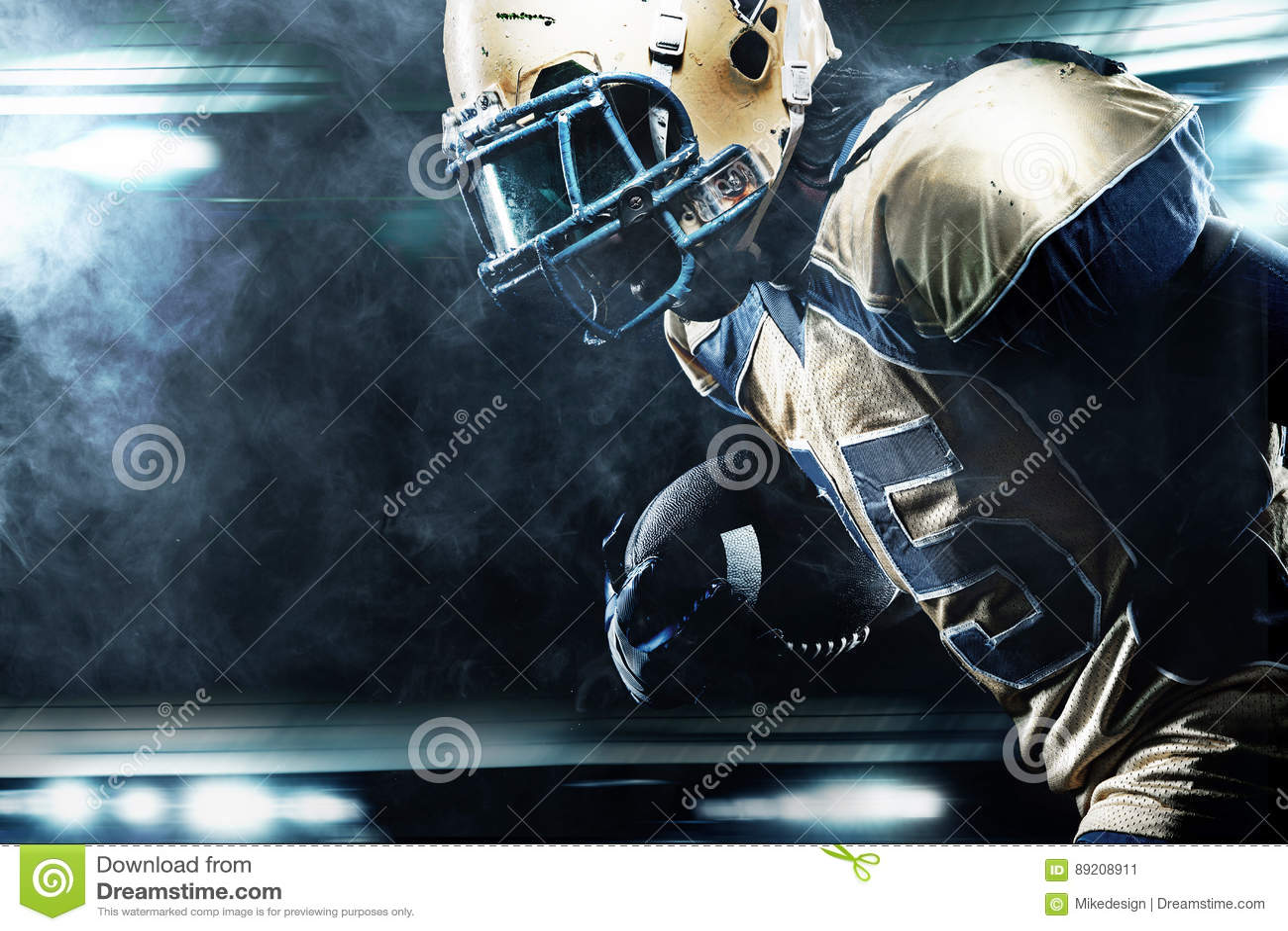 Φορέας αθλητικών τύπων αμερικανικού ποδοσφαίρου στο στάδιο που τρέχει στη δράση