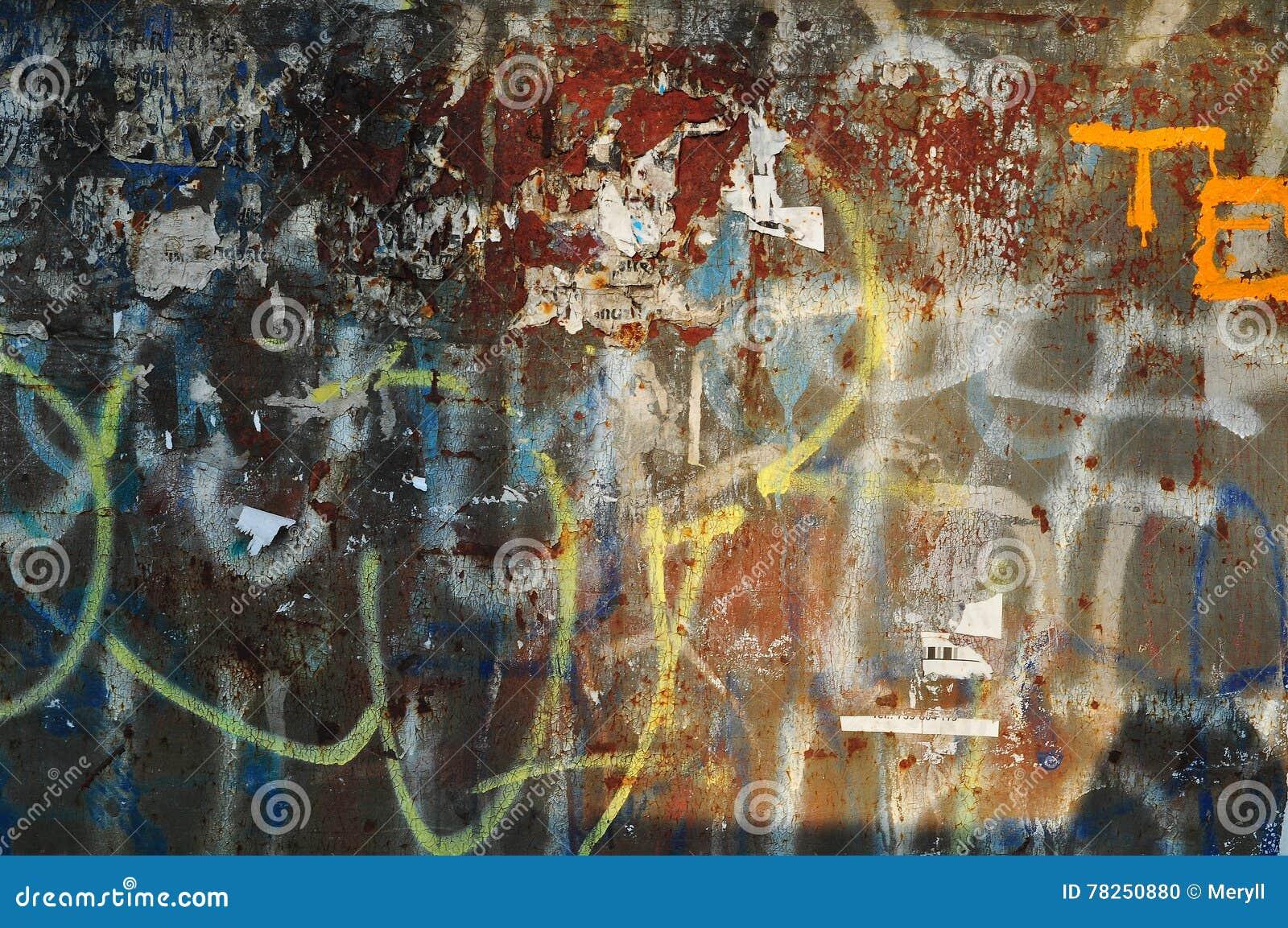 Φορεμένος τοίχος γκράφιτι