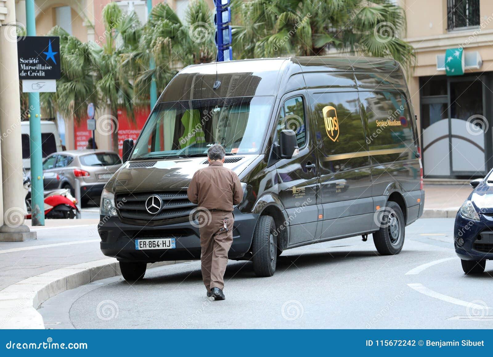 Φορτηγό παράδοσης UPS στη Γαλλία