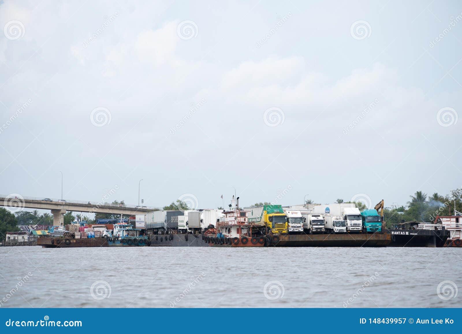Φορτηγό πλοίο στην Ασία