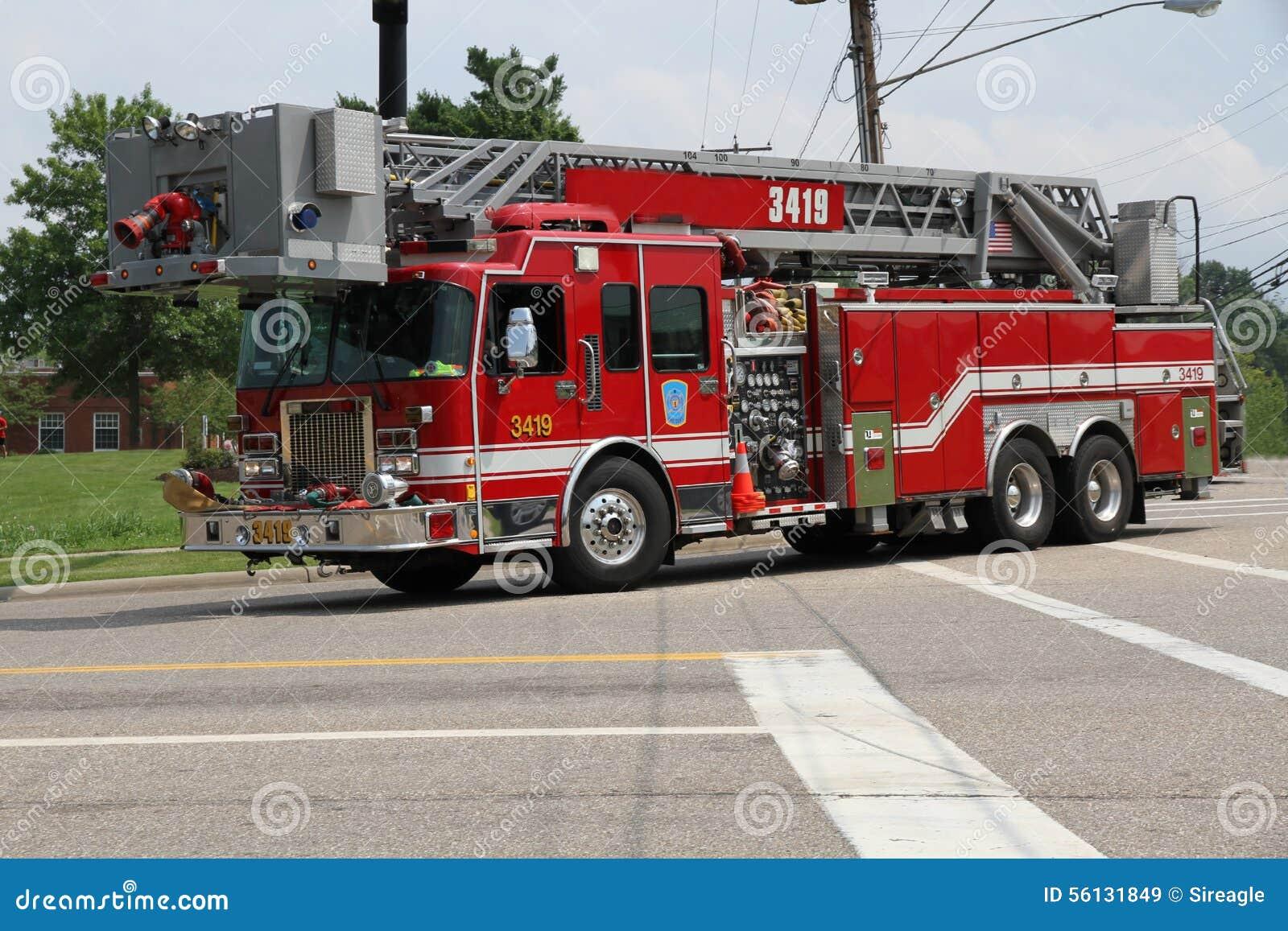 Φορτηγό σκαλών πυροσβεστικής υπηρεσίας