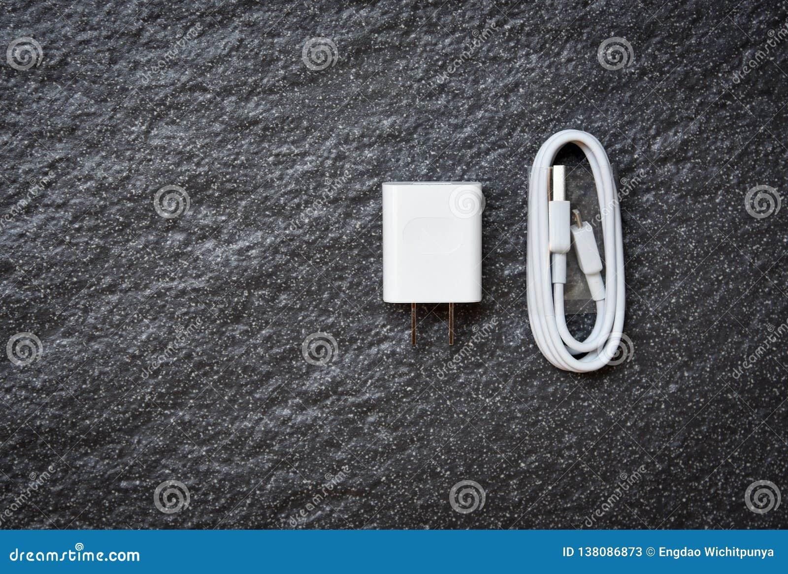 Φορτιστής δύναμης προσαρμοστών Smartphone και άσπρο καλώδιο USB για τους κινητούς τηλεφωνικούς φορτιστές