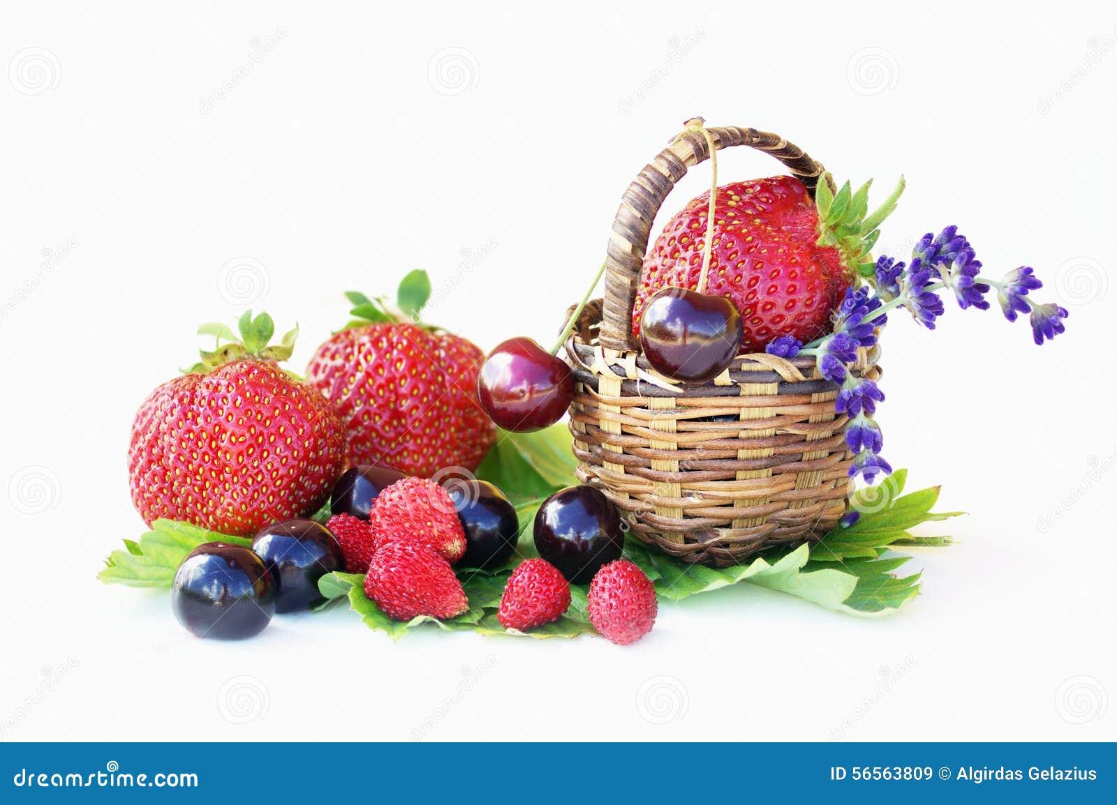 Download Φράουλες, κεράσια και άγριες φράουλες Στοκ Εικόνα - εικόνα από φρεσκάδα, φρέσκος: 56563809