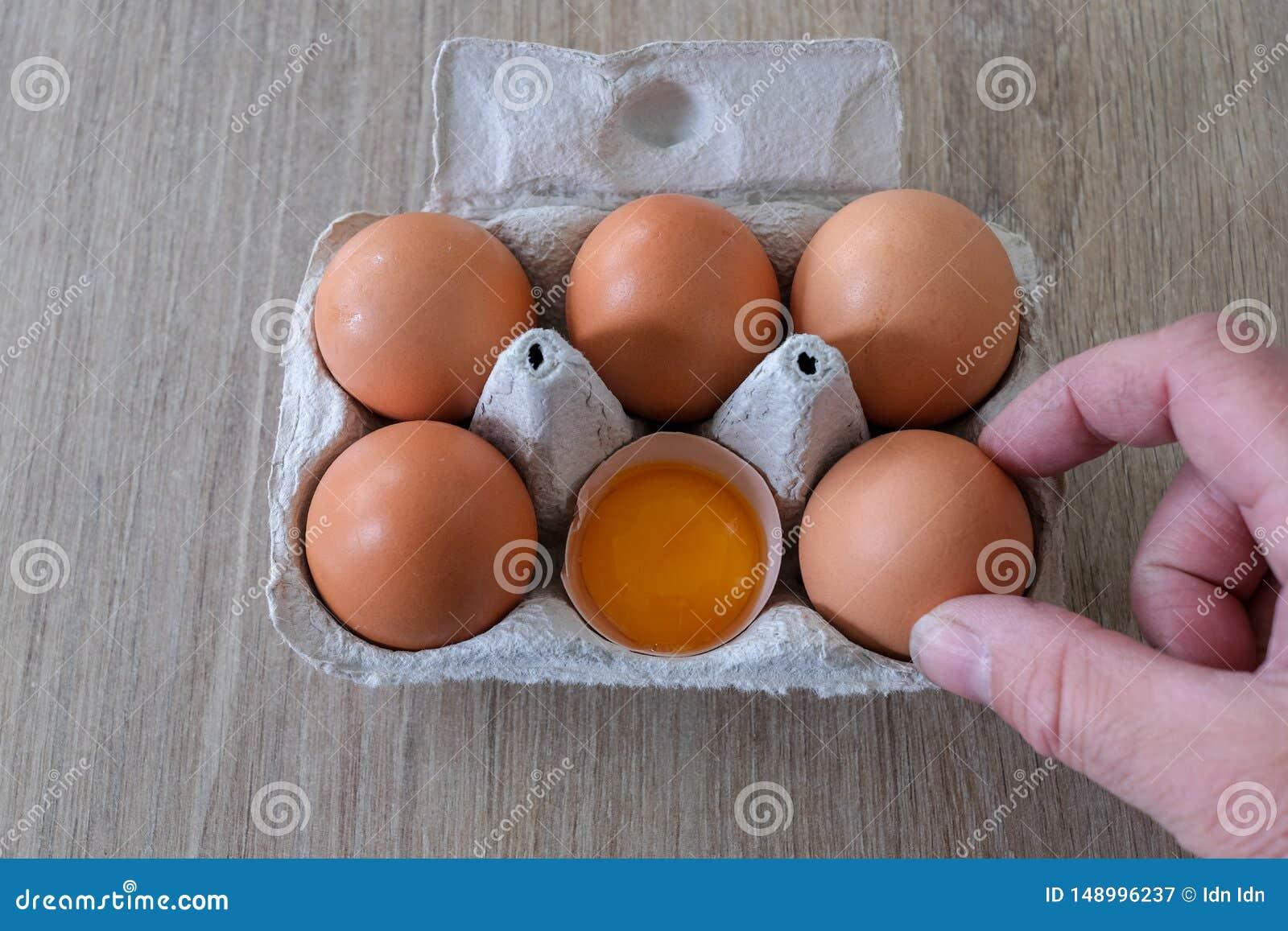 Φρέσκα αυγά από μια τοπική παραγωγή