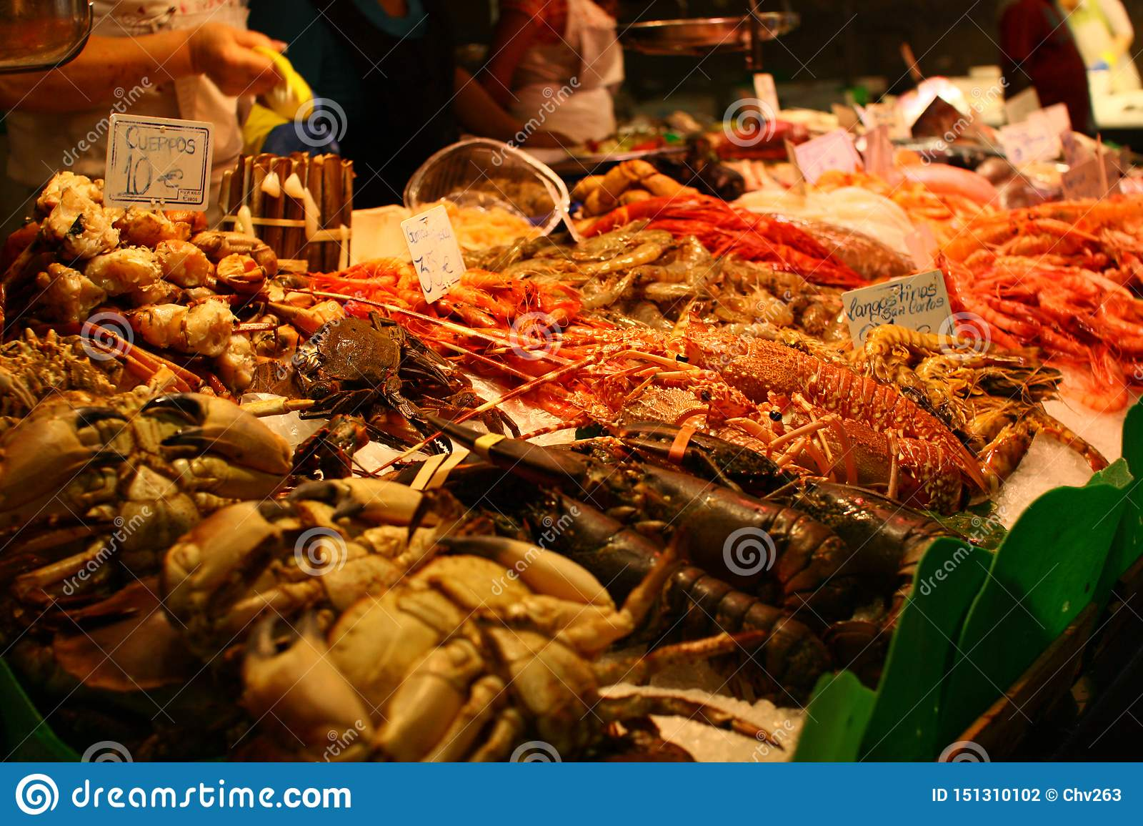 Φρέσκα θαλασσινά στην αίθουσα αγοράς