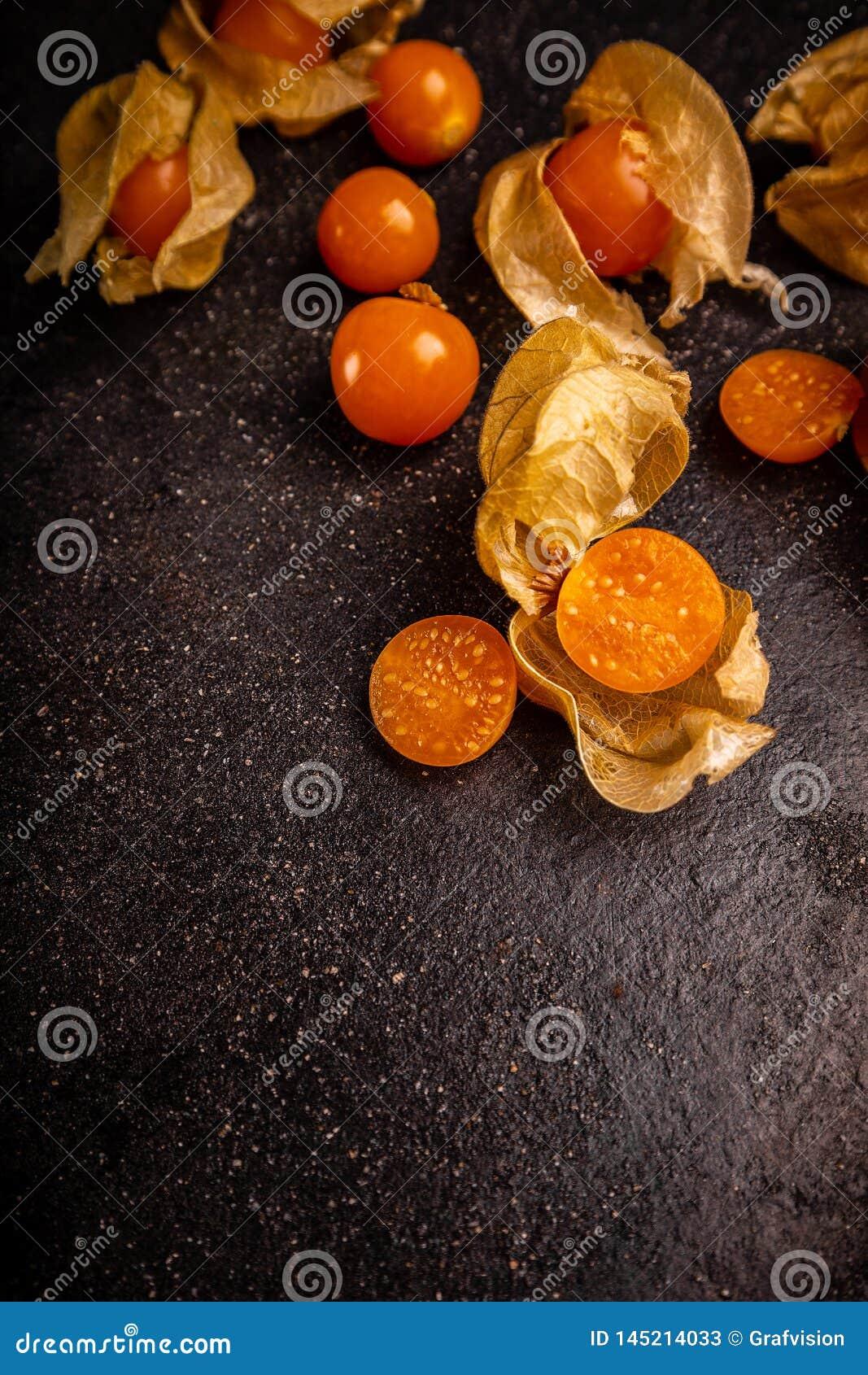 Φρέσκα οργανικά φρούτα physalis
