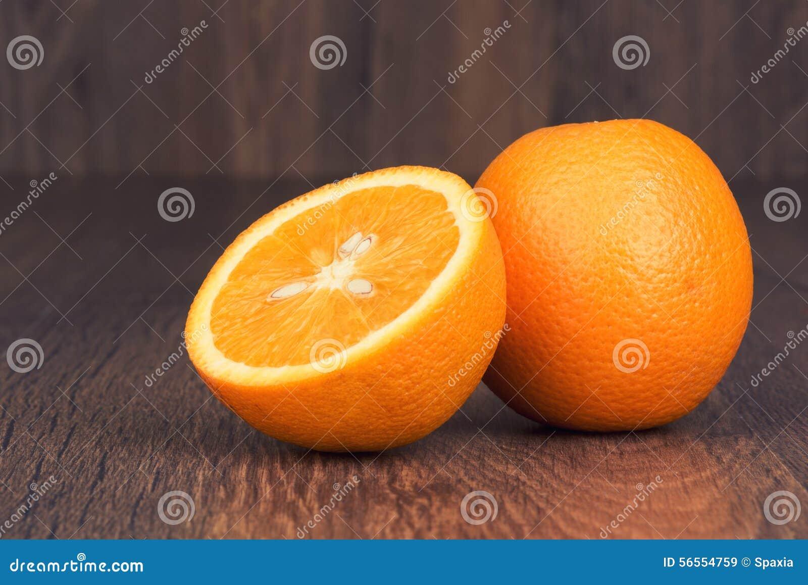 Download φρέσκα πορτοκάλια στοκ εικόνα. εικόνα από συστατικό, ξύλινος - 56554759