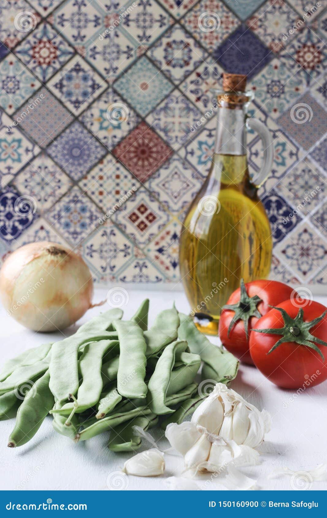 Φρέσκα πράσινα συστατικά γεύματος φασολιών, τουρκικά παραδοσιακά τρόφιμα