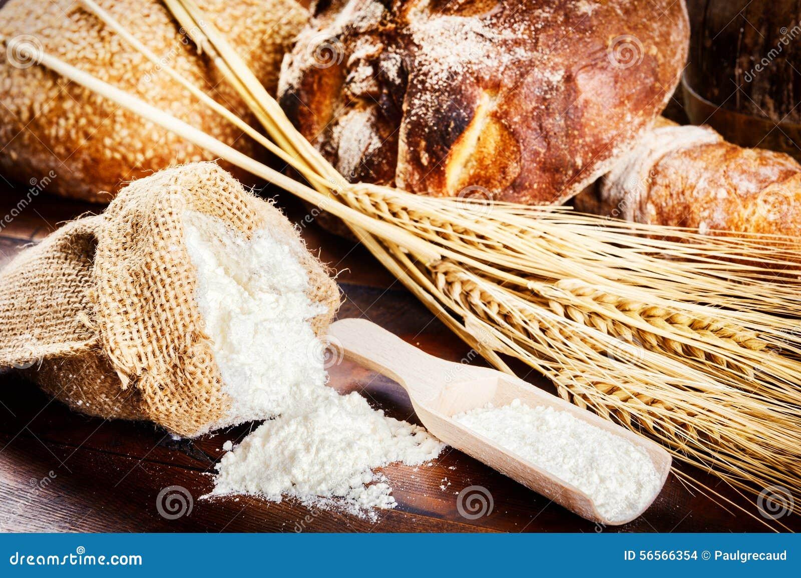 Download Φρέσκα συστατικά ψωμιού και ψησίματος στην αγροτική ρύθμιση Στοκ Εικόνες - εικόνα από σιτάρι, closeup: 56566354