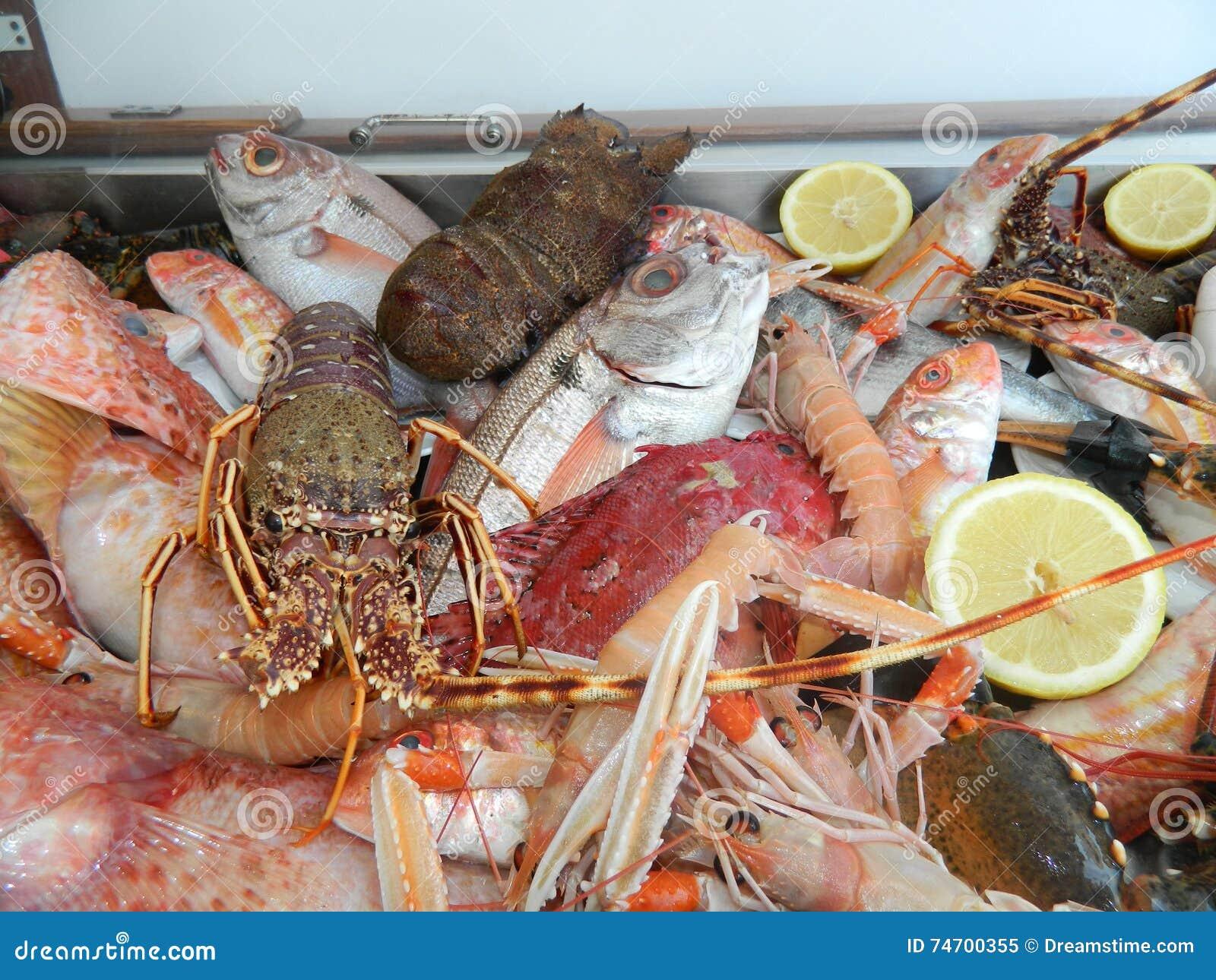 Φρέσκα ψάρια στο εστιατόριο L Approdo στο νησί Capri
