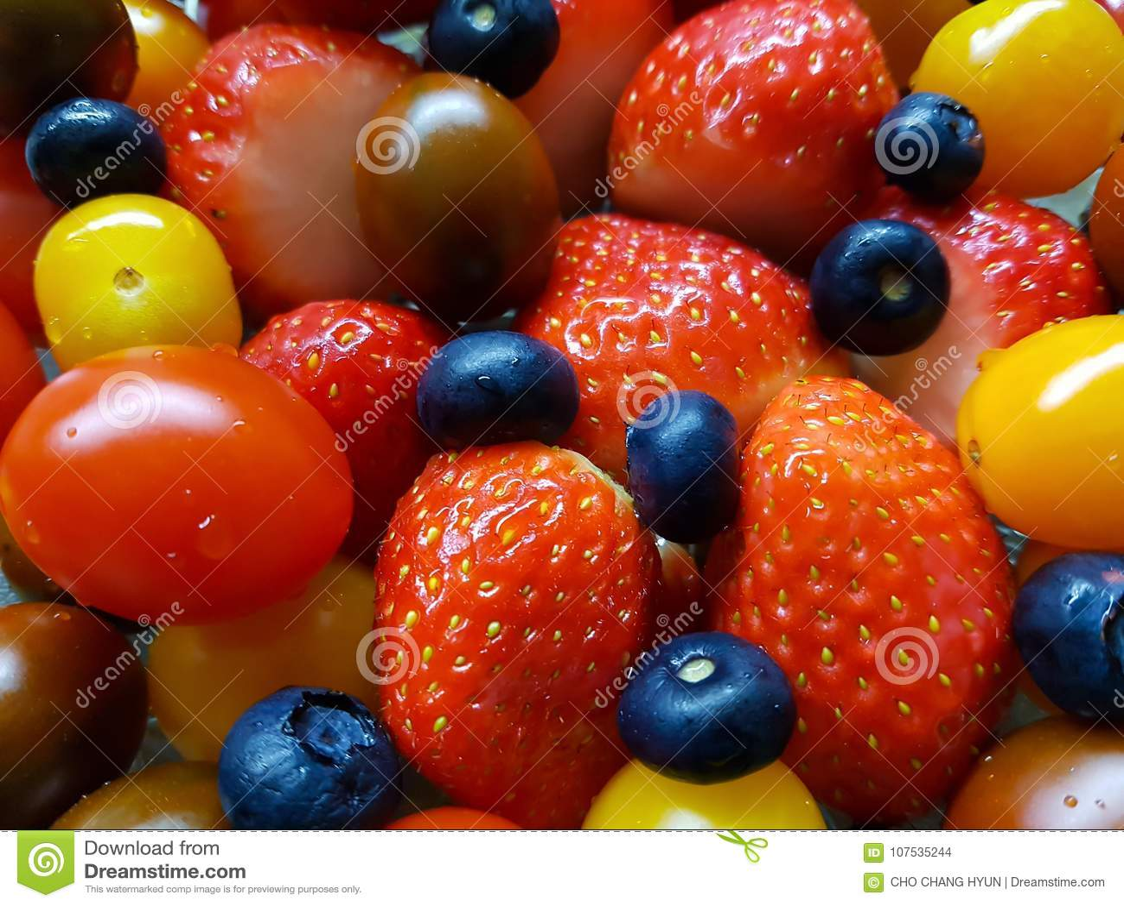Φρέσκες ντομάτες βακκινίων φραουλών
