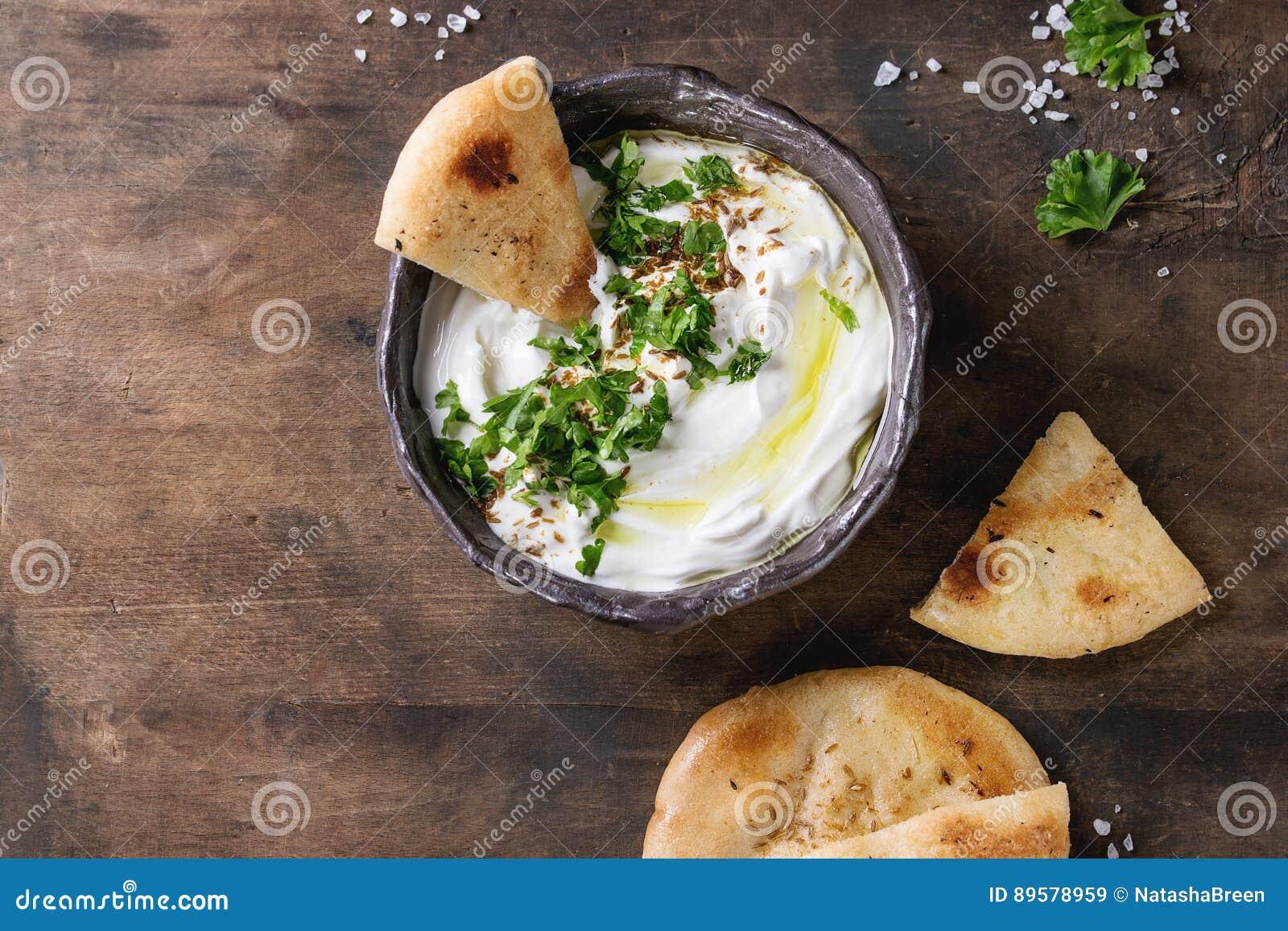 Φρέσκια λιβανέζικη εμβύθιση τυριών κρέμας Labneh