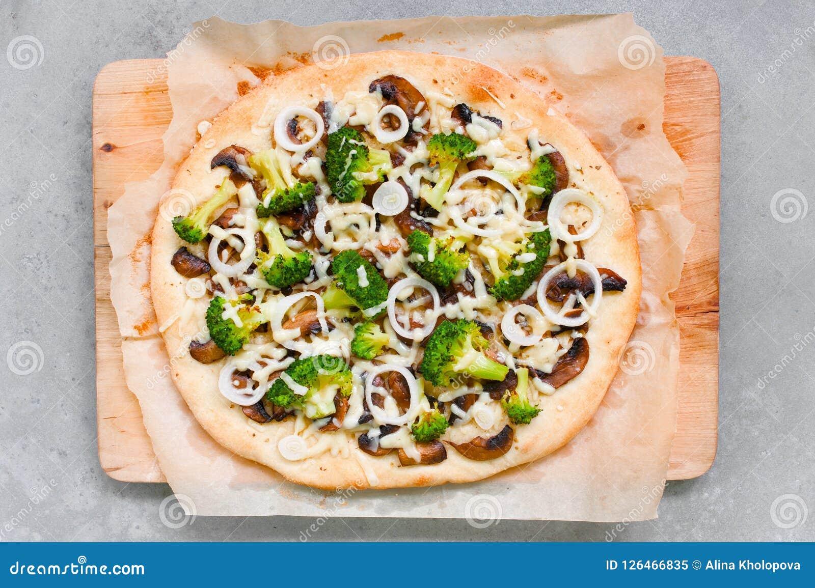 Φρέσκια σπιτική χορτοφάγος πίτσα