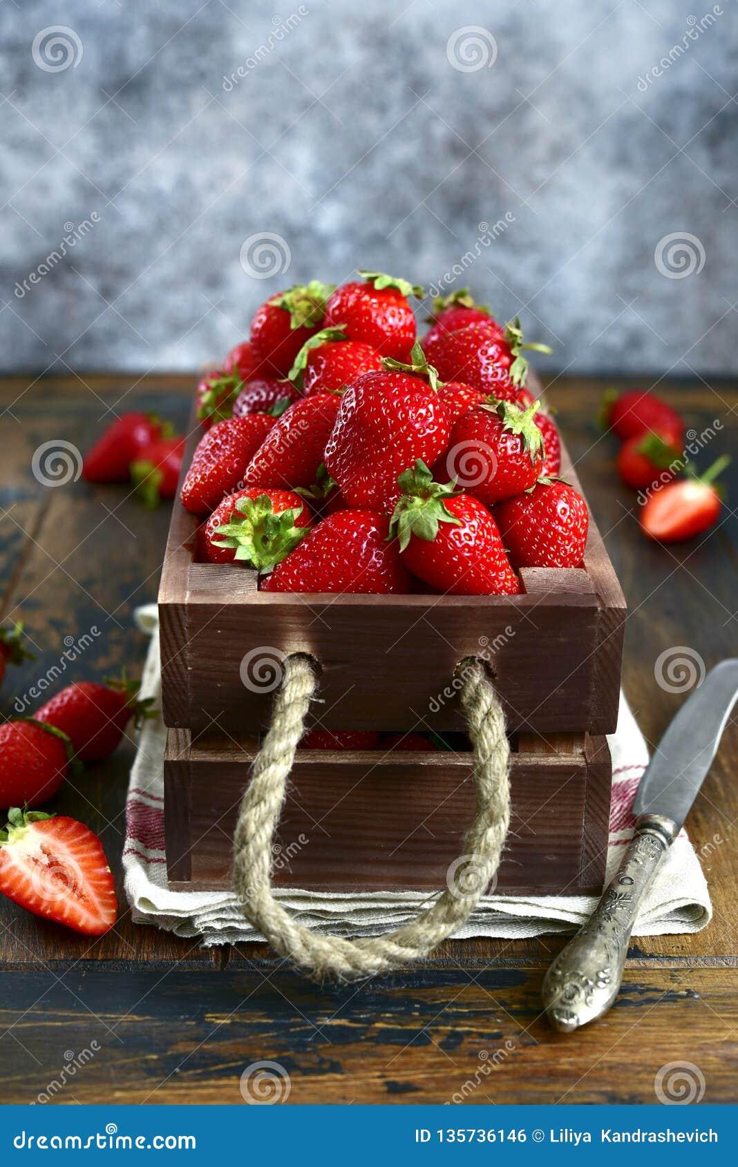 Φρέσκια ώριμη οργανική φράουλα