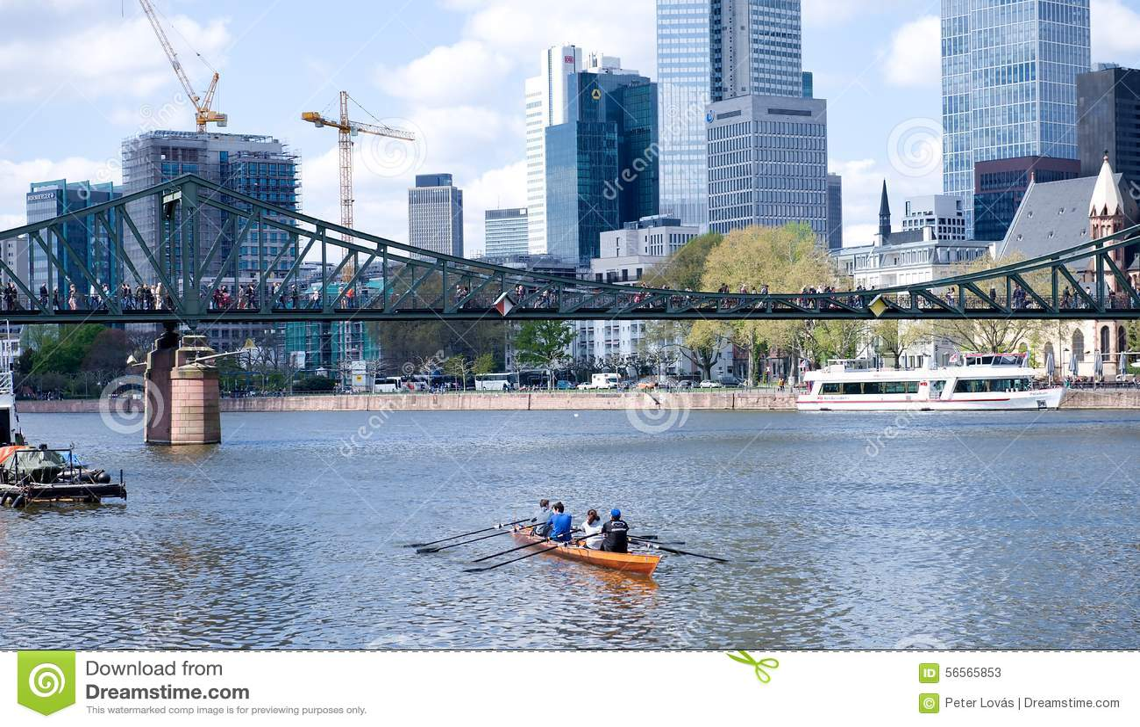 Download Φρανκφούρτη Αμ Μάιν - βάρκα κωπηλασίας στον ποταμό Εκδοτική Στοκ Εικόνες - εικόνα από floating, εικόνα: 56565853