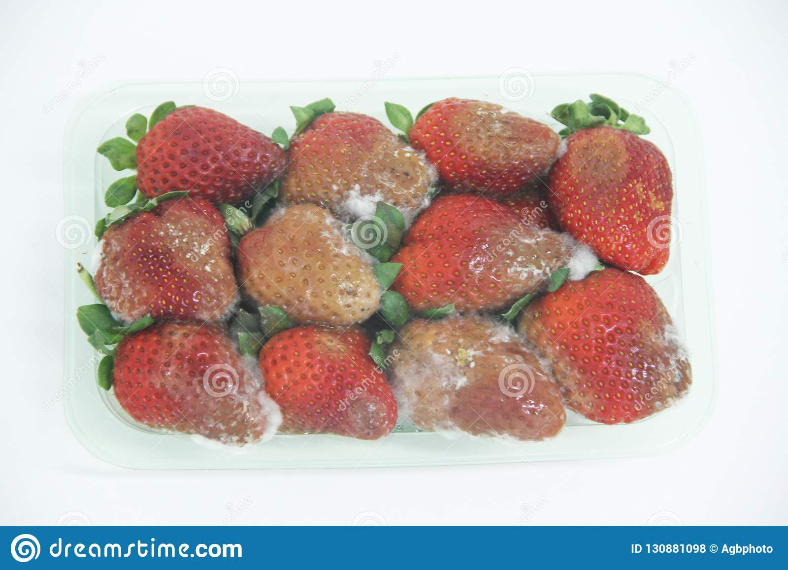 Φραουλών εύγευστα υγιεινά φρούτα Σάο Πάολο Βραζιλία φορμών τροφίμων απομονωμένα γεωργία