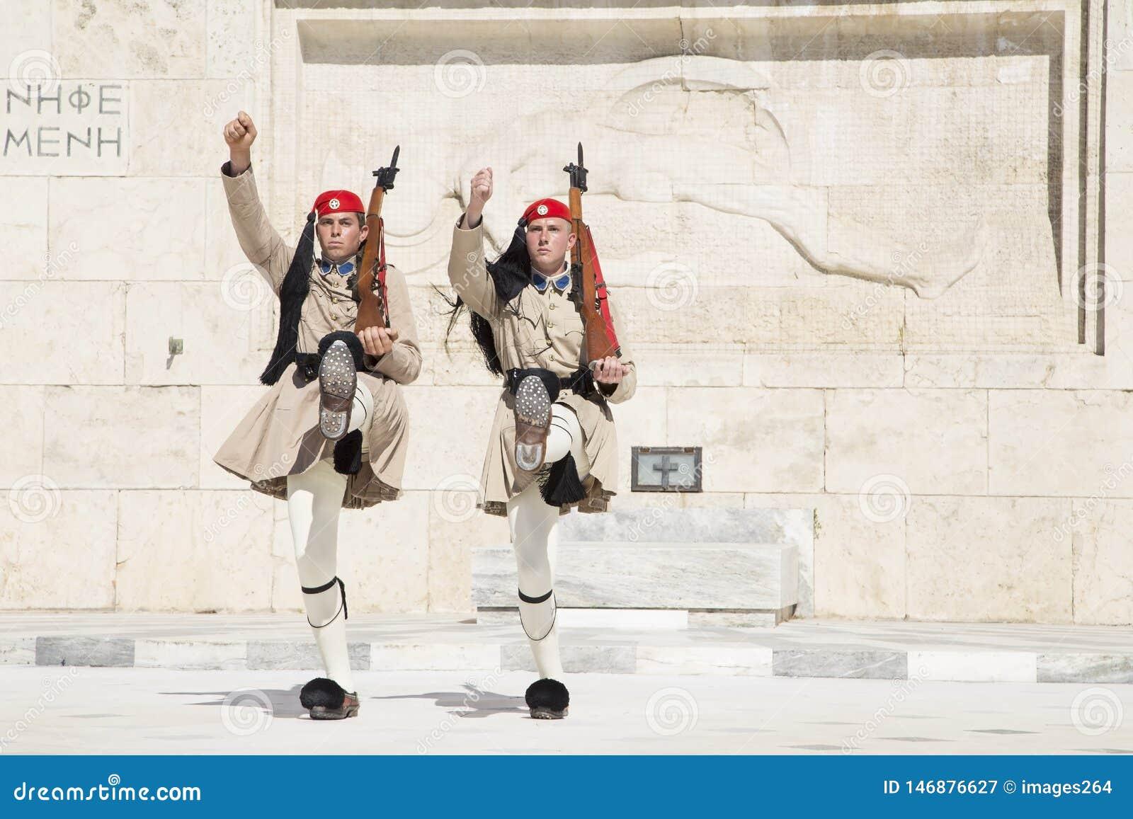Φρουρά μπροστά από το ελληνικό Κοινοβούλιο, στις 17 Μαΐου 2014 Αθήνα