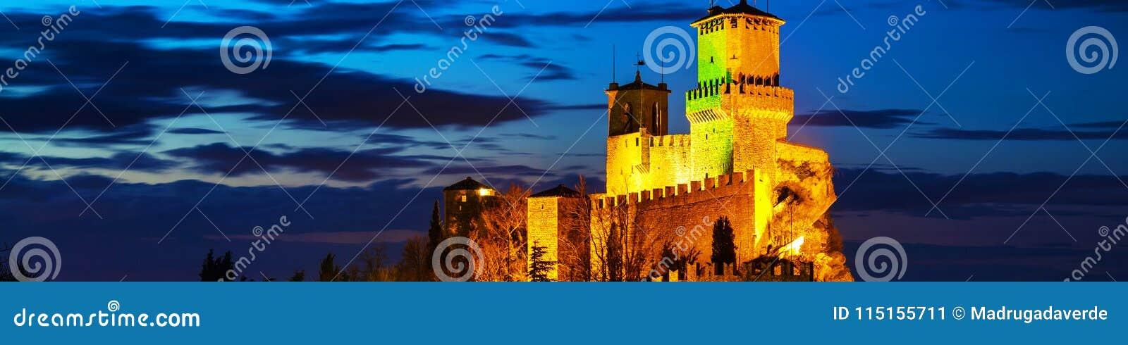 Φρούριο Guaita στο υποστήριγμα Titano στο ηλιοβασίλεμα στον Άγιο Μαρίνο