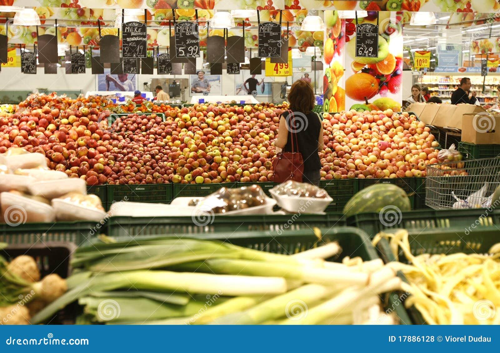 Φρούτα και λαχανικά στην υπεραγορά