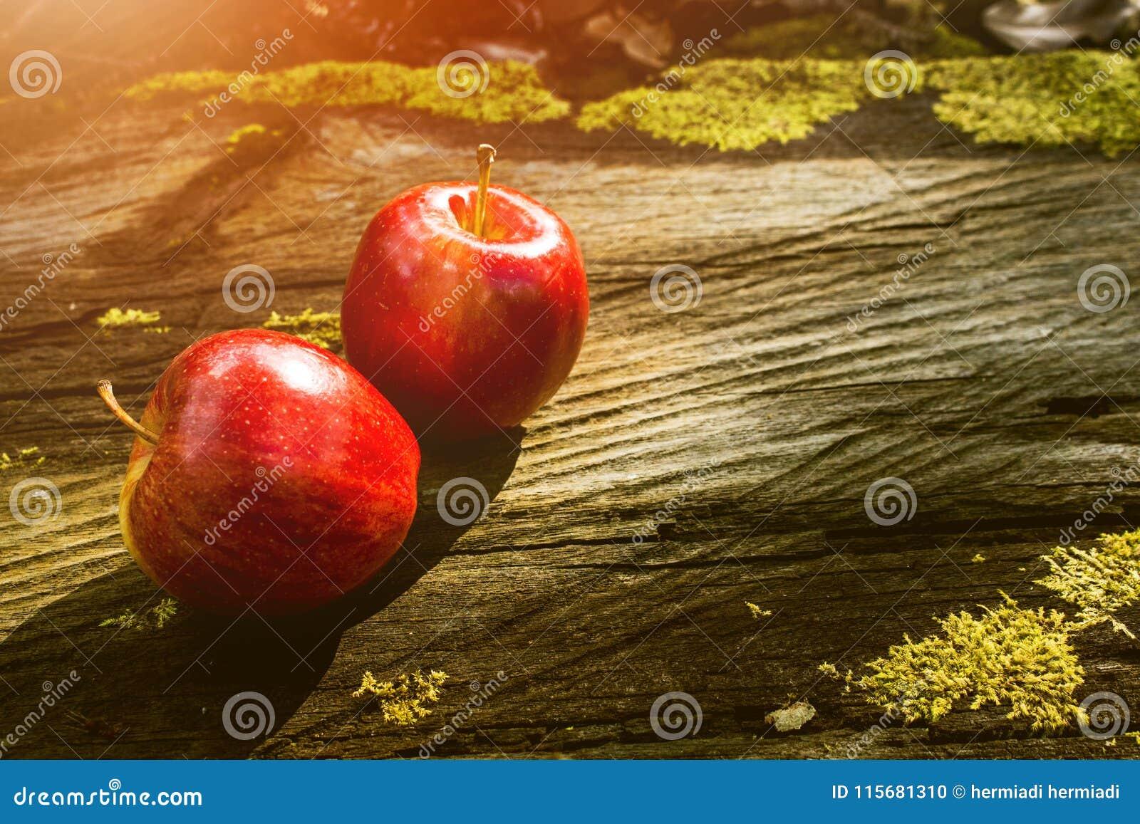 Φρούτα της Apple, νωποί καρποί, υγιή τρόφιμα, ξύλινος πίνακας