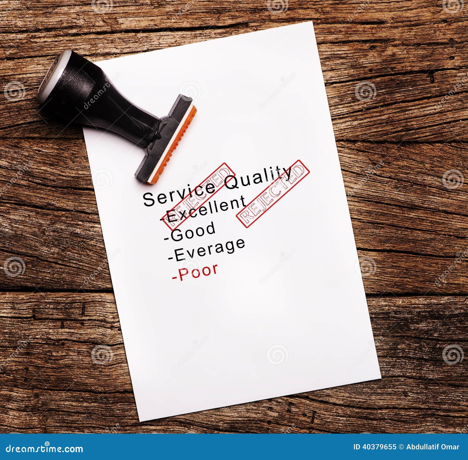 Φτωχή αξιολόγηση της ποιότητας υπηρεσιών σε χαρτί πέρα από το ξύλινο υπόβαθρο