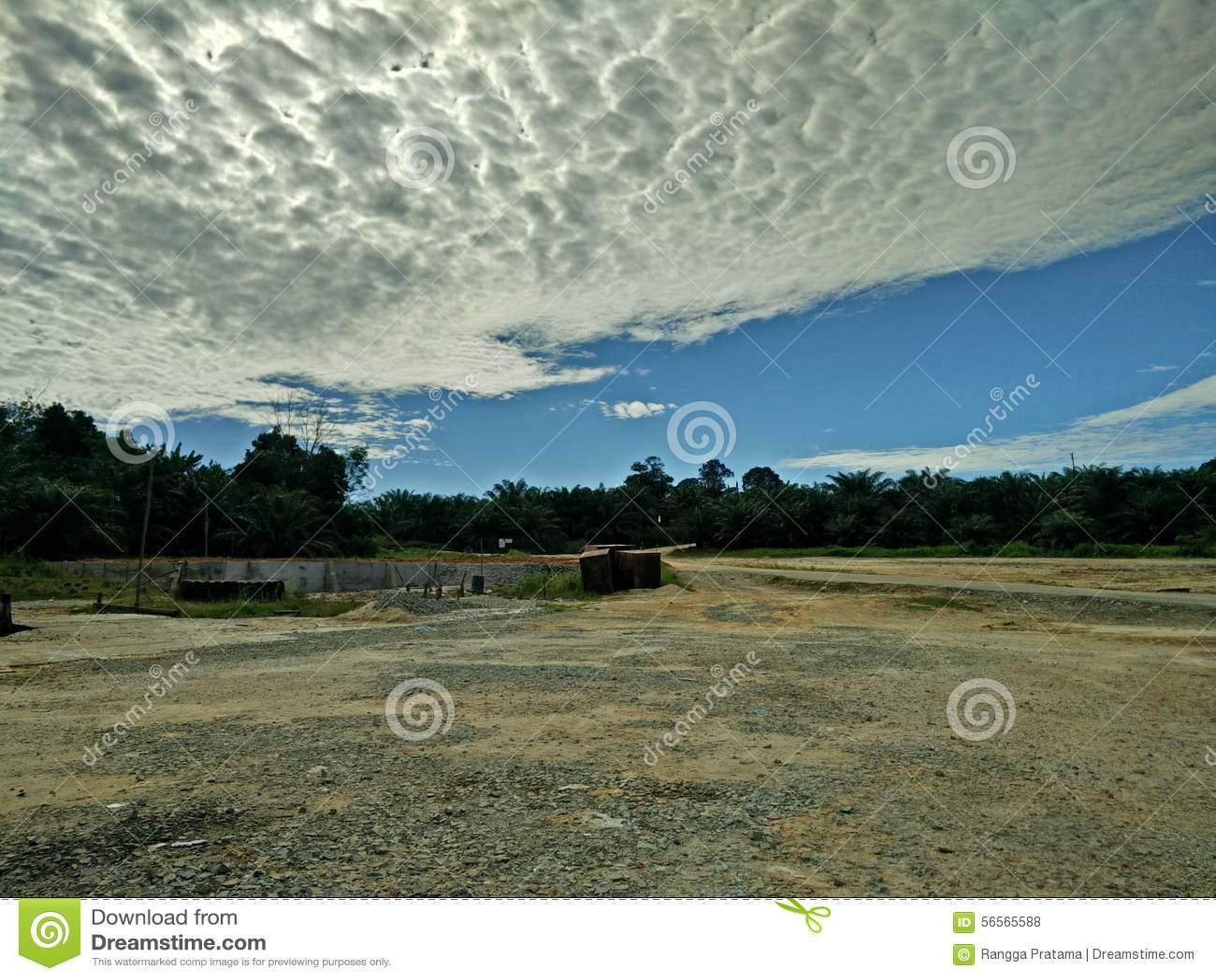 Download φυσικά σύννεφα τοπίων στοκ εικόνες. εικόνα από τοπίο - 56565588