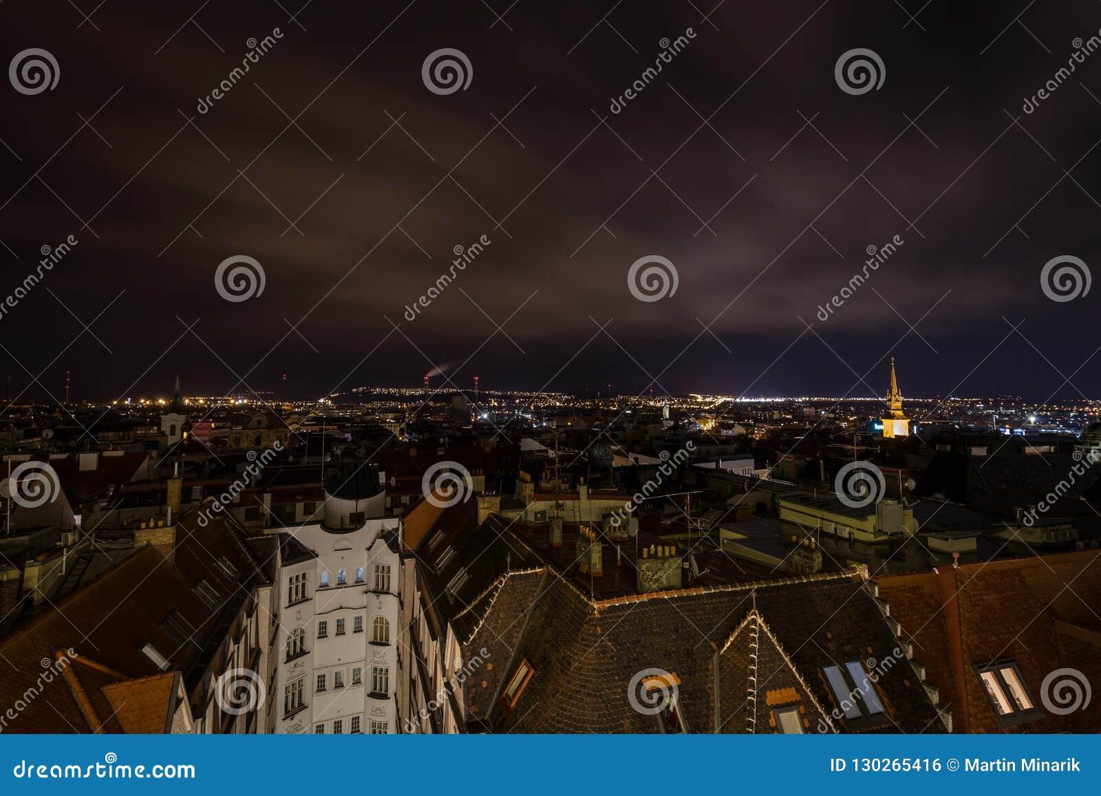 Φυσική άποψη νύχτας άνωθεν σχετικά με το κέντρο του Μπρνο chrismas