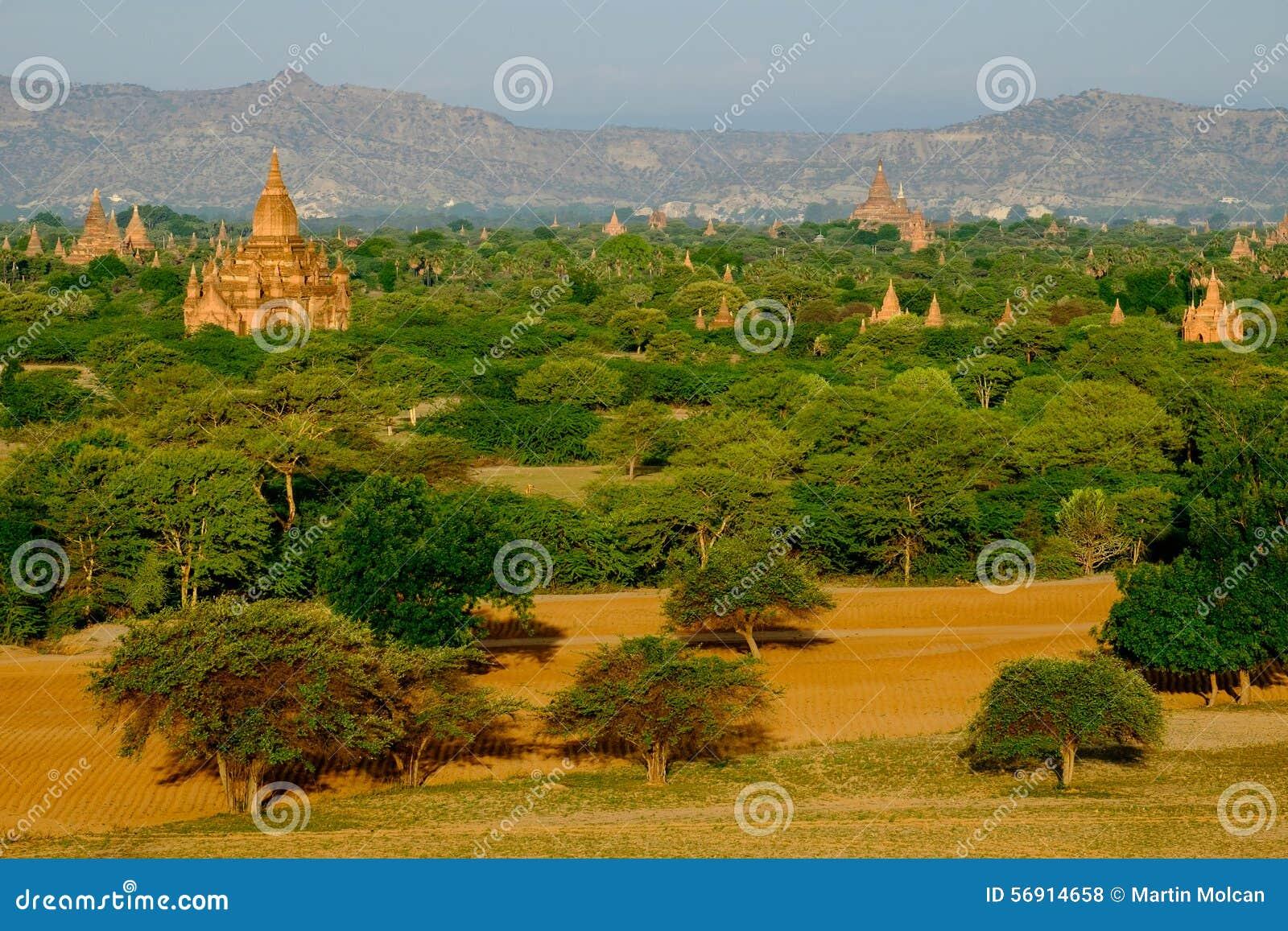 Φυσική άποψη του τοπίου, των τομέων και των ναών σε Bagan, το Μιανμάρ