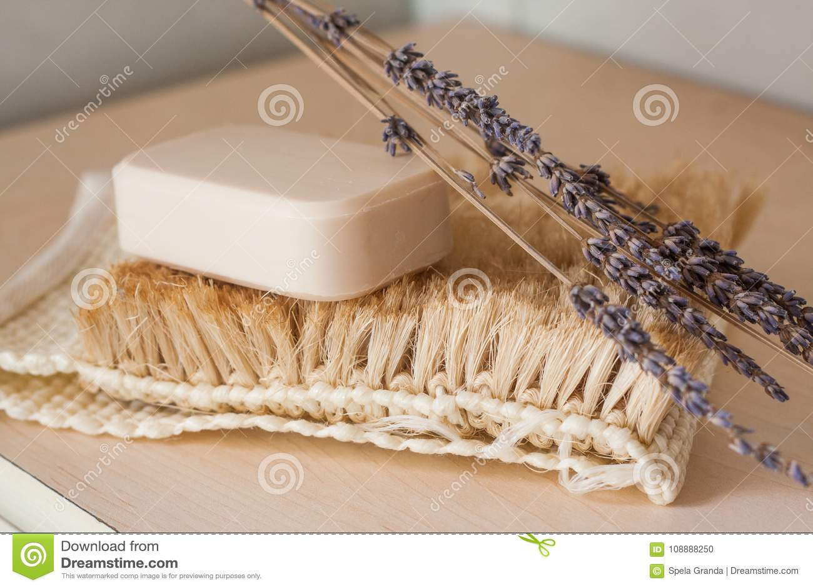 Φυσικός φραγμός σαπουνιών με κάποια διακόσμηση