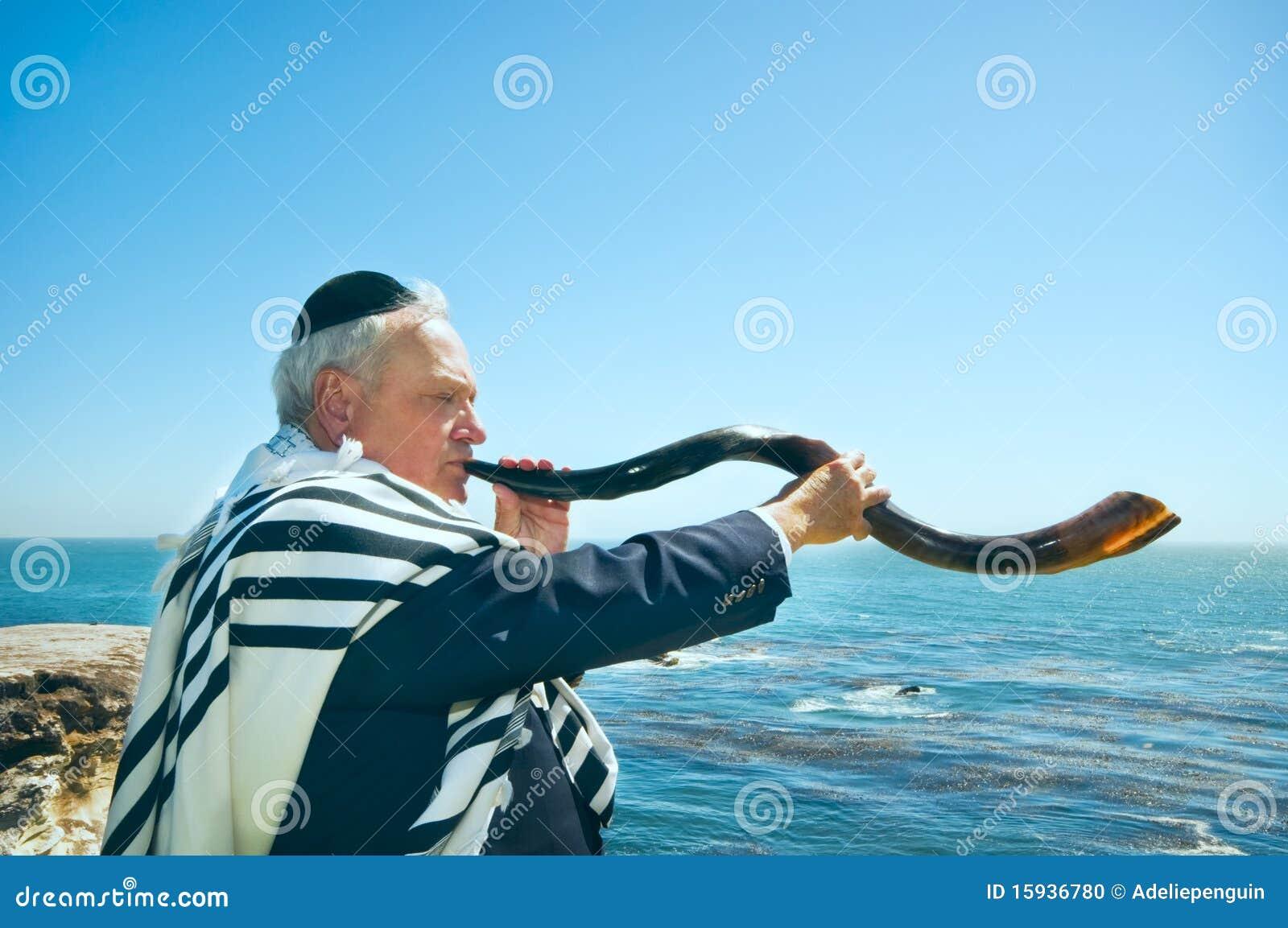 φυσώντας άτομο shofar yemenite