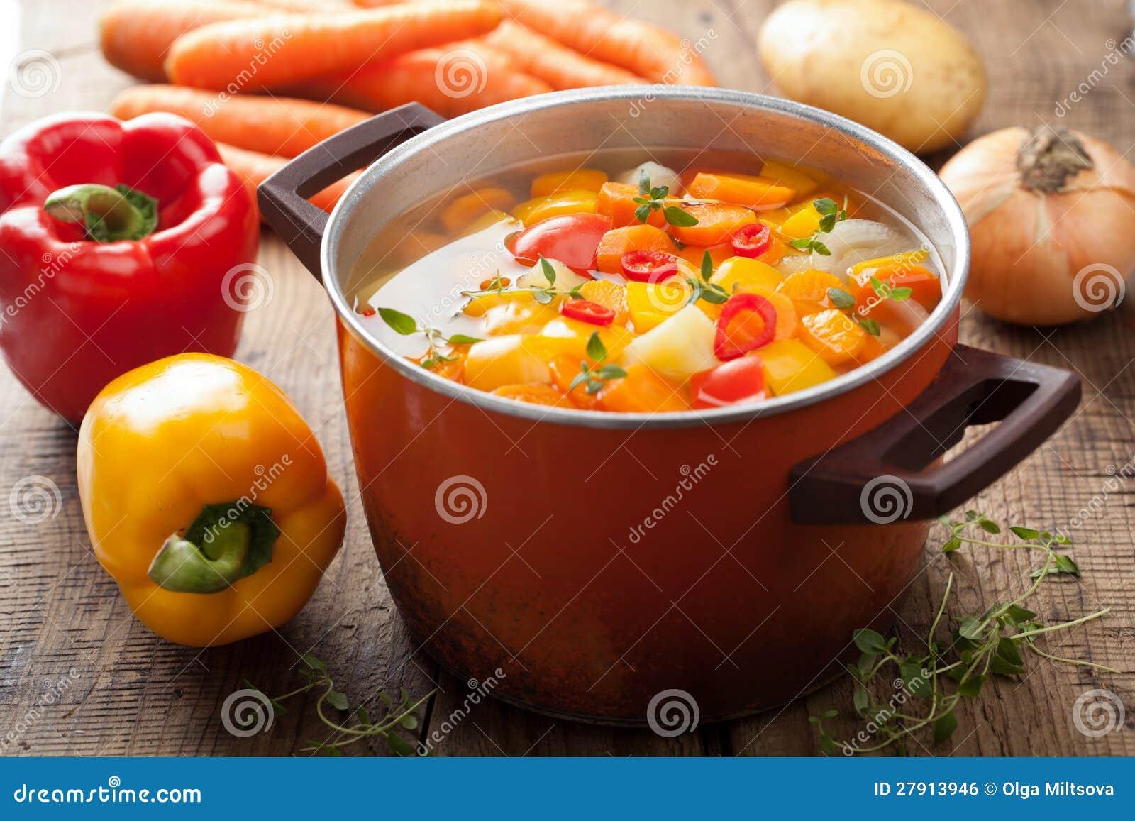 Φυτική σούπα στο δοχείο