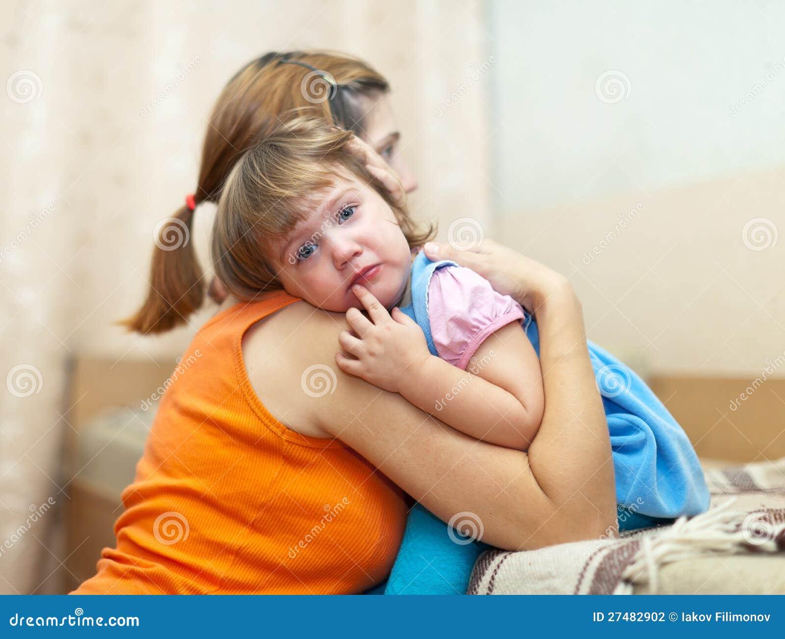 Φωνάζοντας κόρη γυναικών soothes