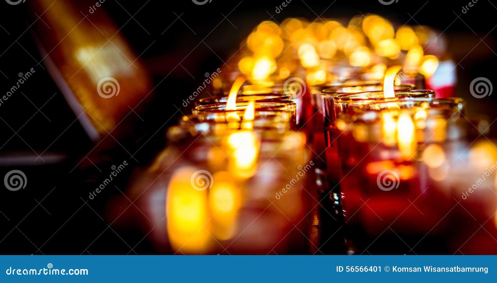 Download Φως και Bokeh υπόβαθρο κεριών Στοκ Εικόνα - εικόνα από ρωμανικός, candlelight: 56566401