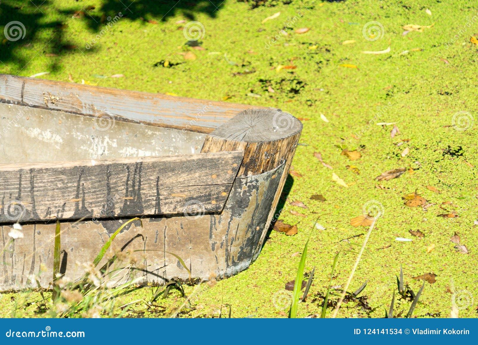 Φωτογραφία μιας παλαιάς ξύλινης βάρκας Θέση για το κείμενό σας